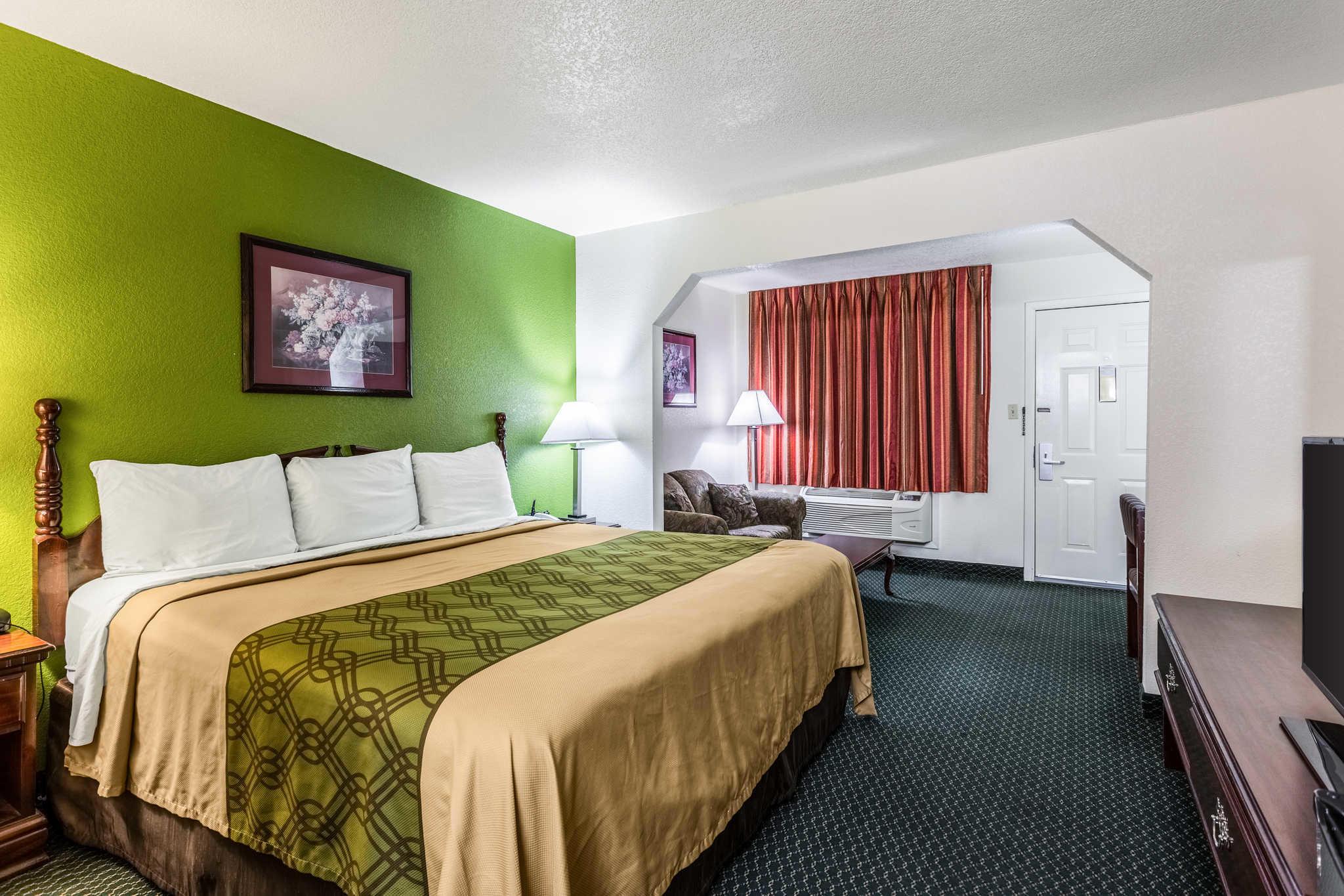 Econo Lodge & Suites image 0
