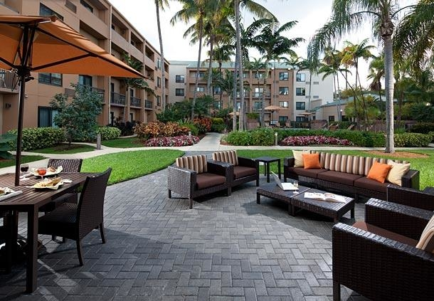 Courtyard by Marriott Miami Lakes image 2