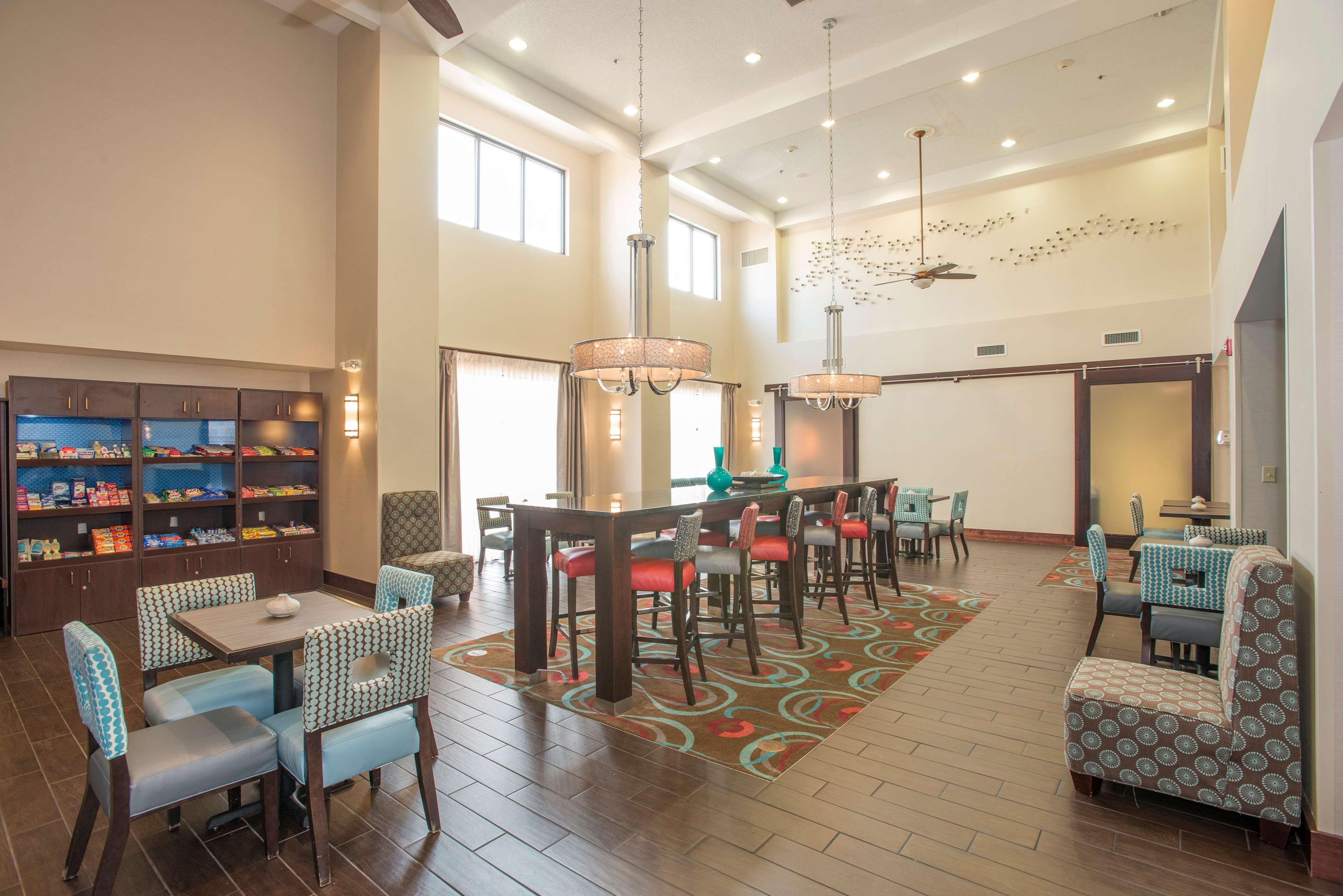 Hampton Inn & Suites Dayton-Airport image 4