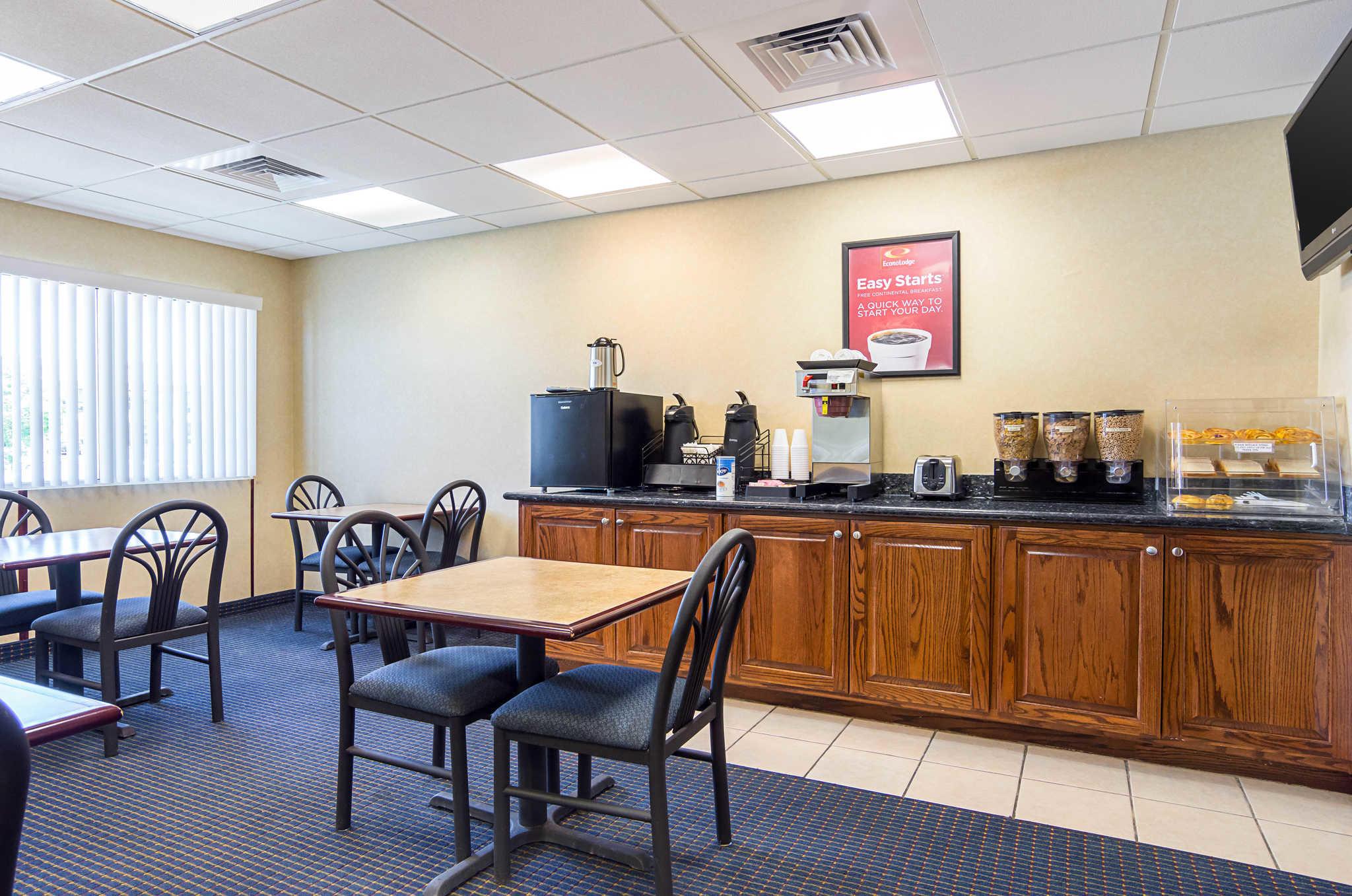 Econo Lodge Inn & Suites Pritchard Road North Little Rock image 4