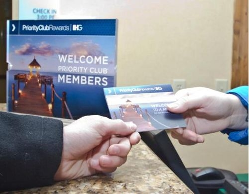 Holiday Inn Express & Suites Newark-Heath - ad image
