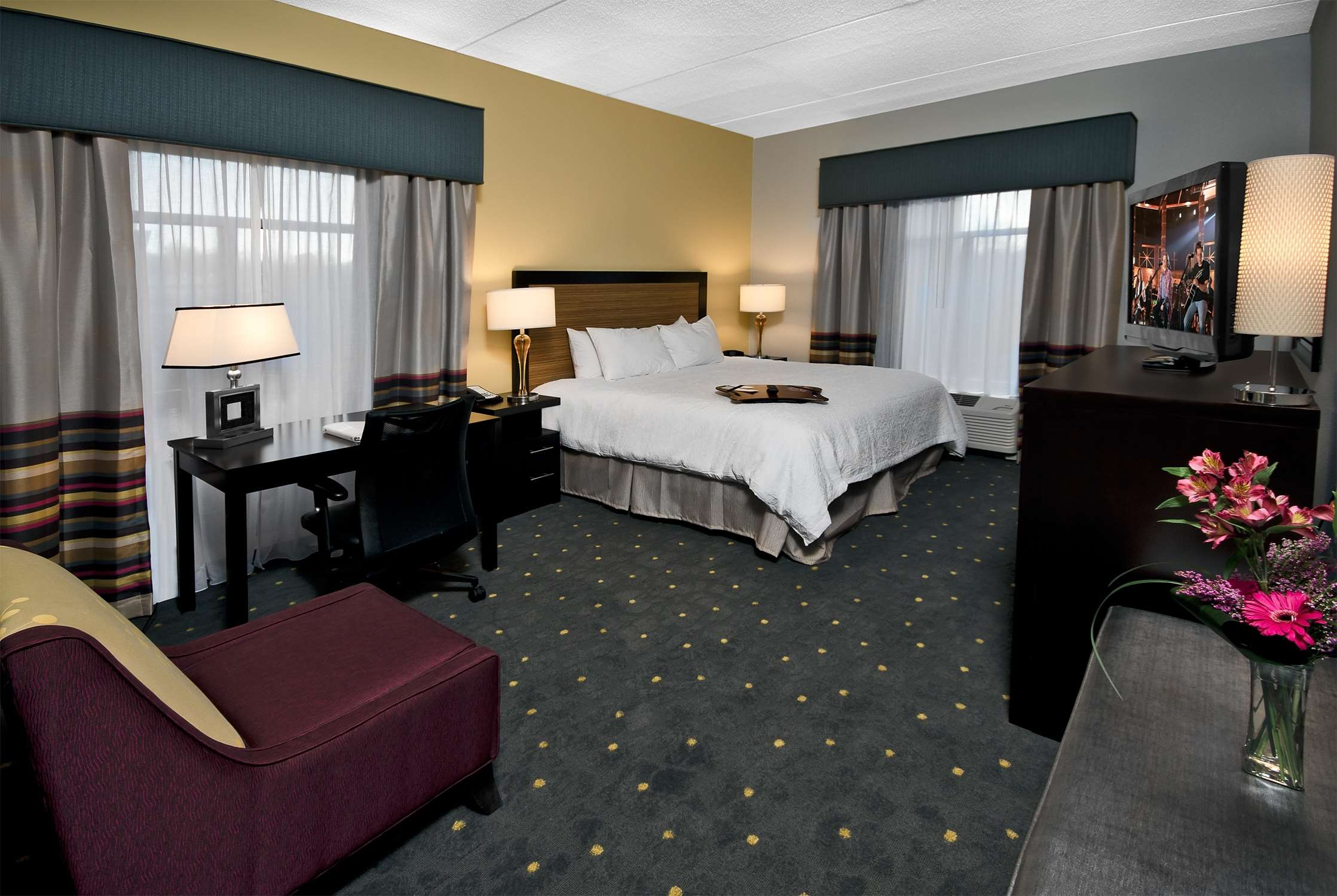 Hampton Inn & Suites Raleigh Downtown image 25