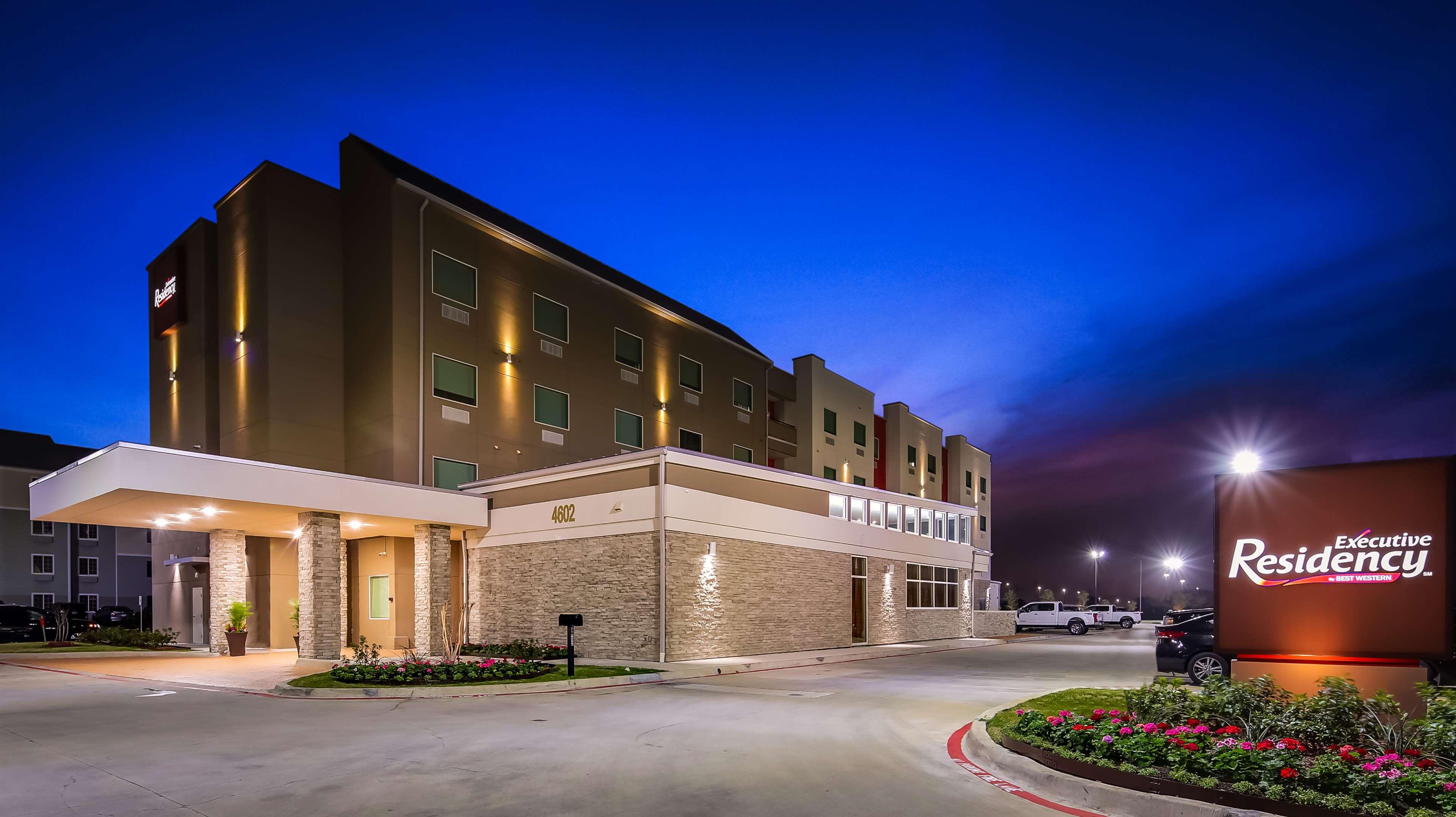 Best Western Plus Executive Residency Baytown image 0