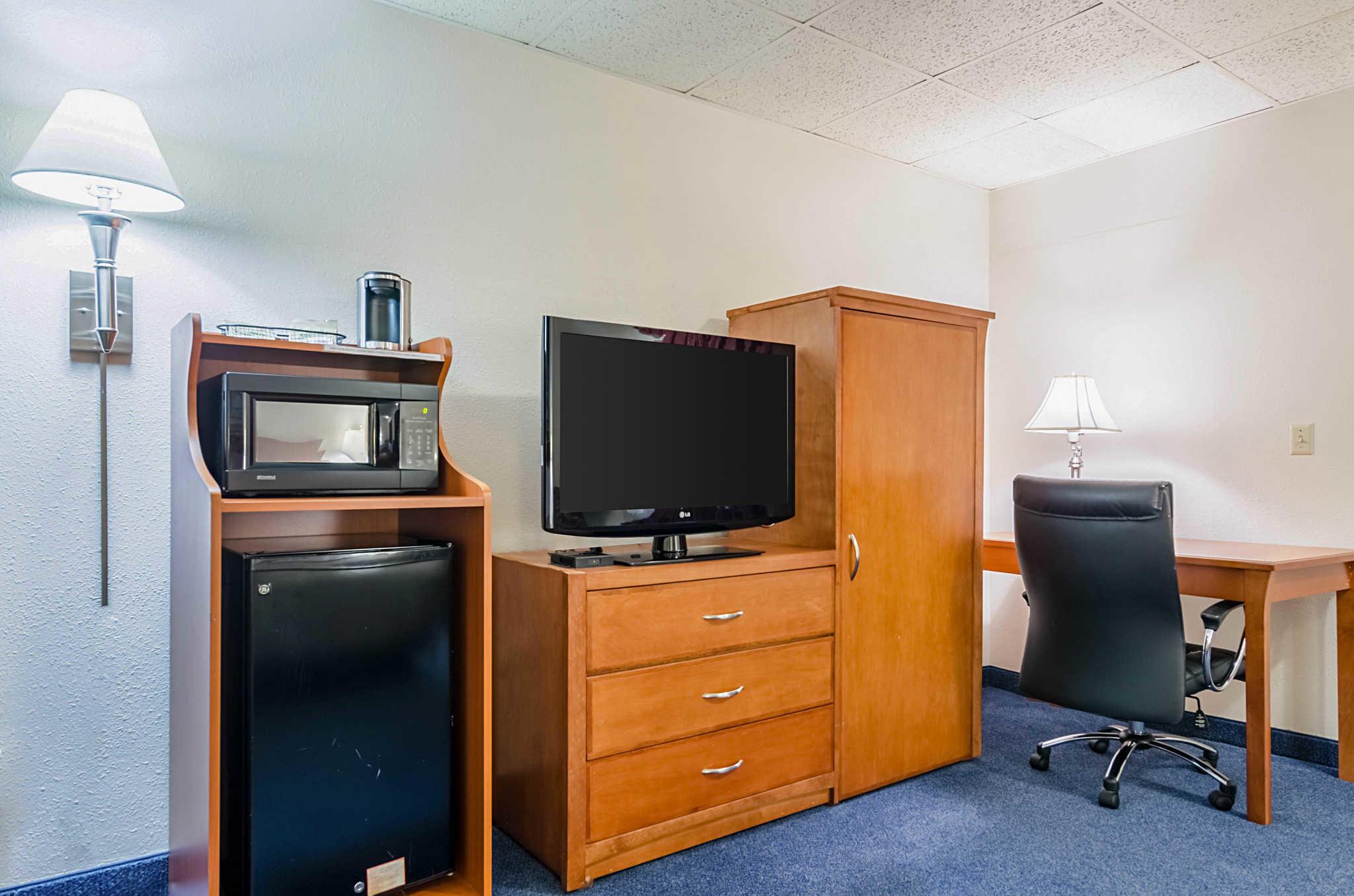 Quality Inn & Suites image 40