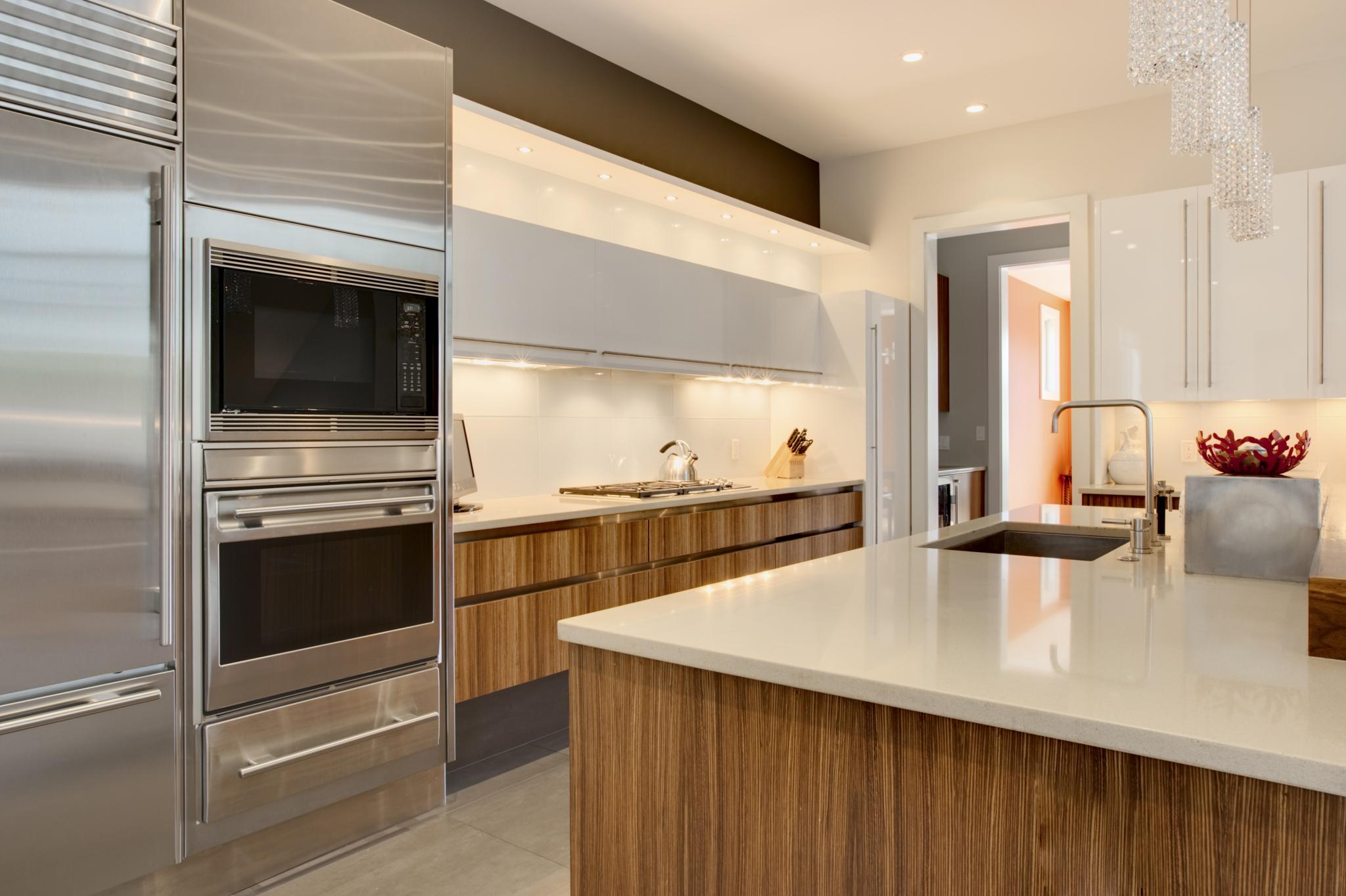 Centre de cuisine design montr al qc ourbis for Cuisine design montreal