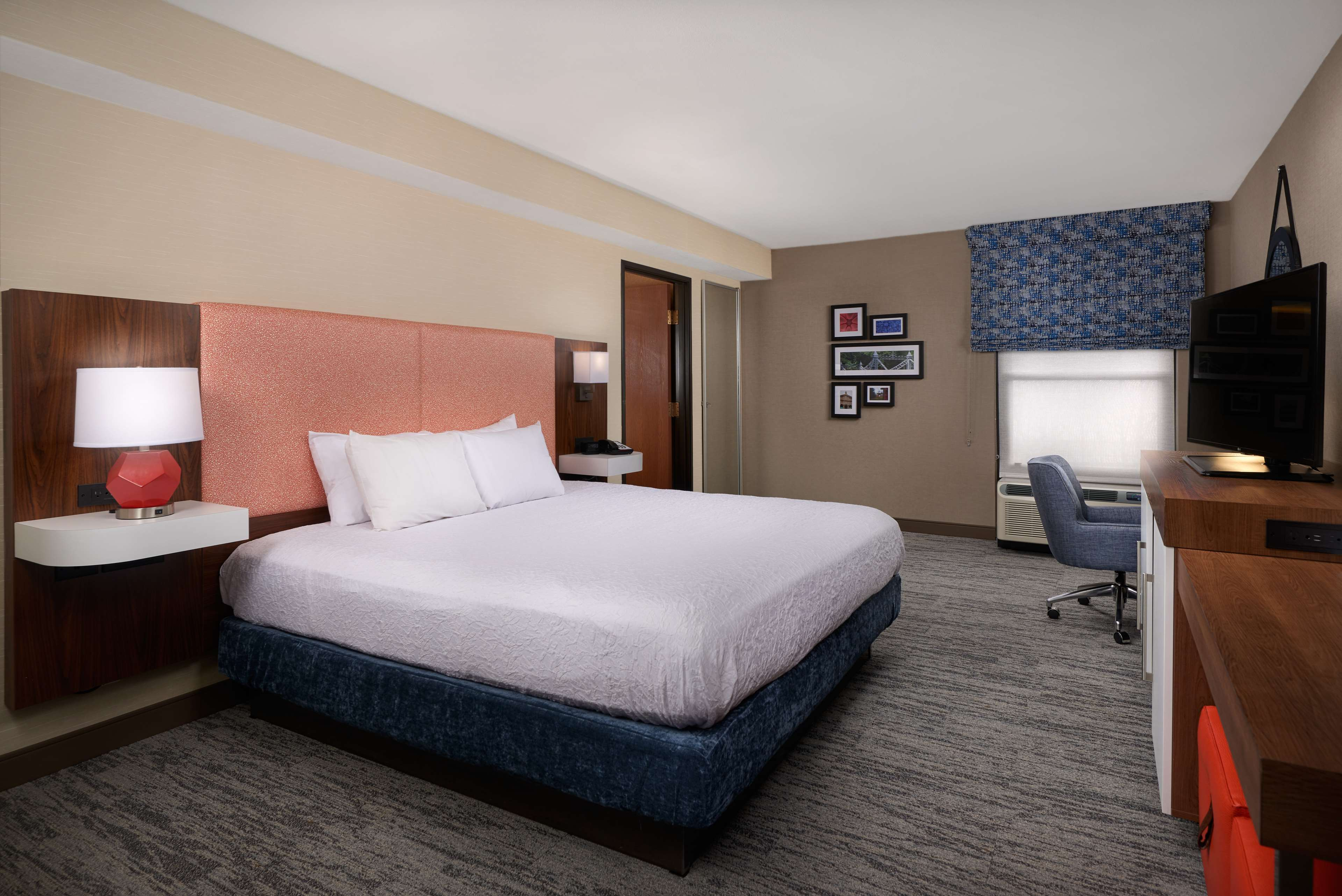 Hampton Inn Youngstown-West I-80 image 7