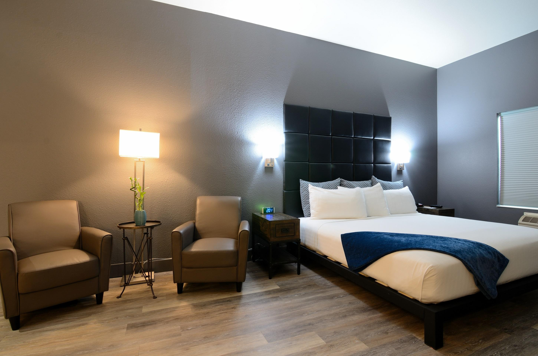 Wood River Inn & Suites image 0