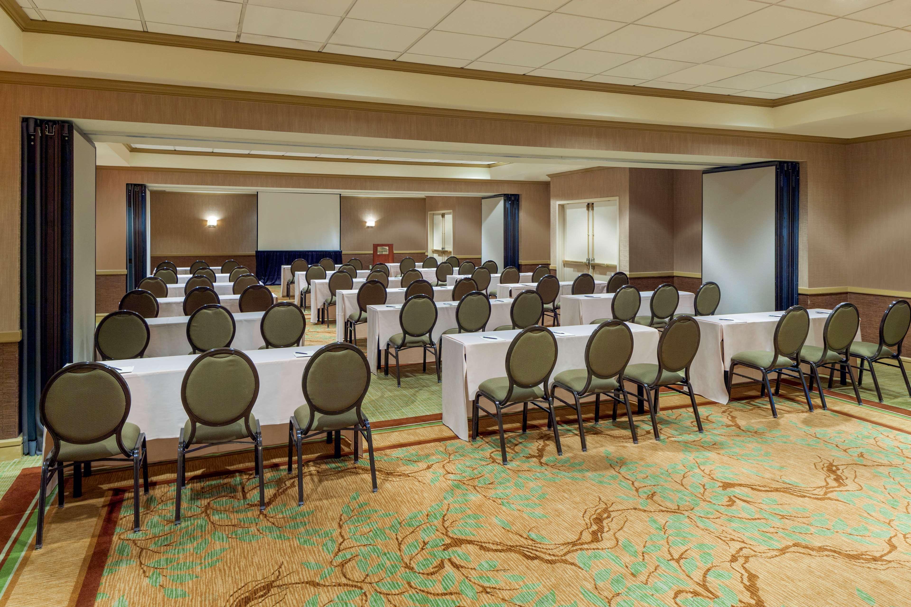 Sheraton Suites Market Center Dallas image 17