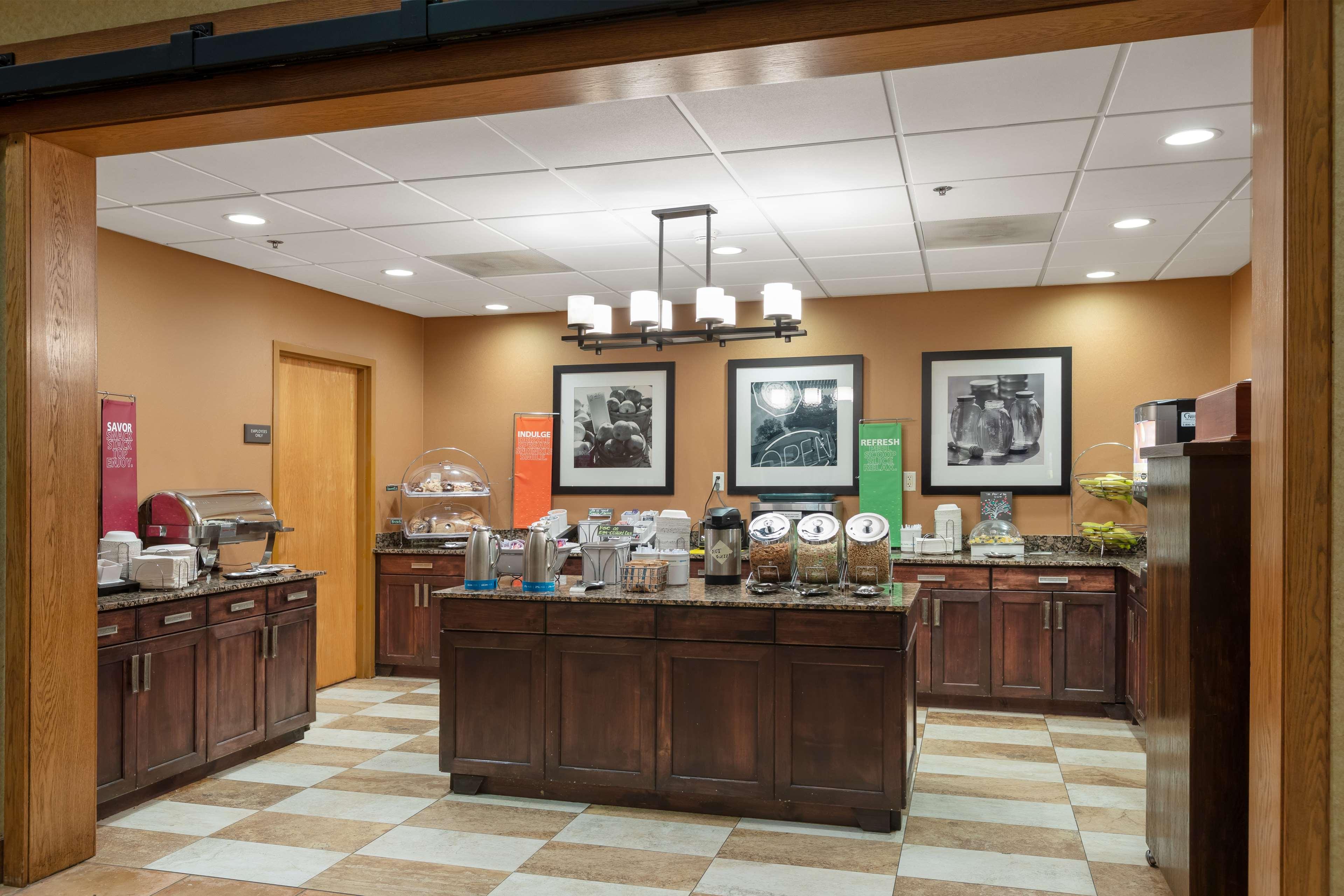 Hampton Inn & Suites Austin-Airport image 20