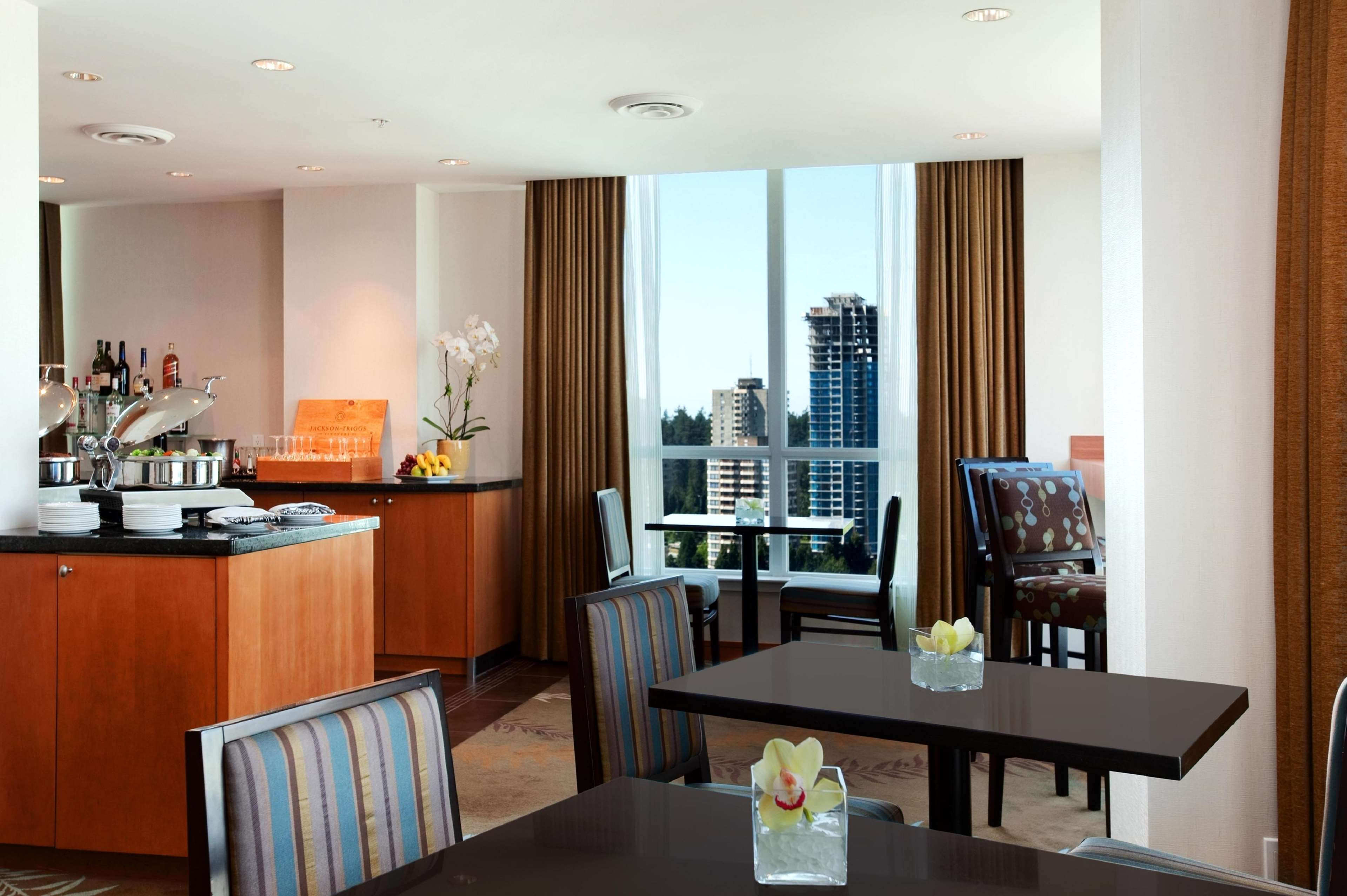 Hilton Vancouver Metrotown in Burnaby: Executive Suite Opal Lounge