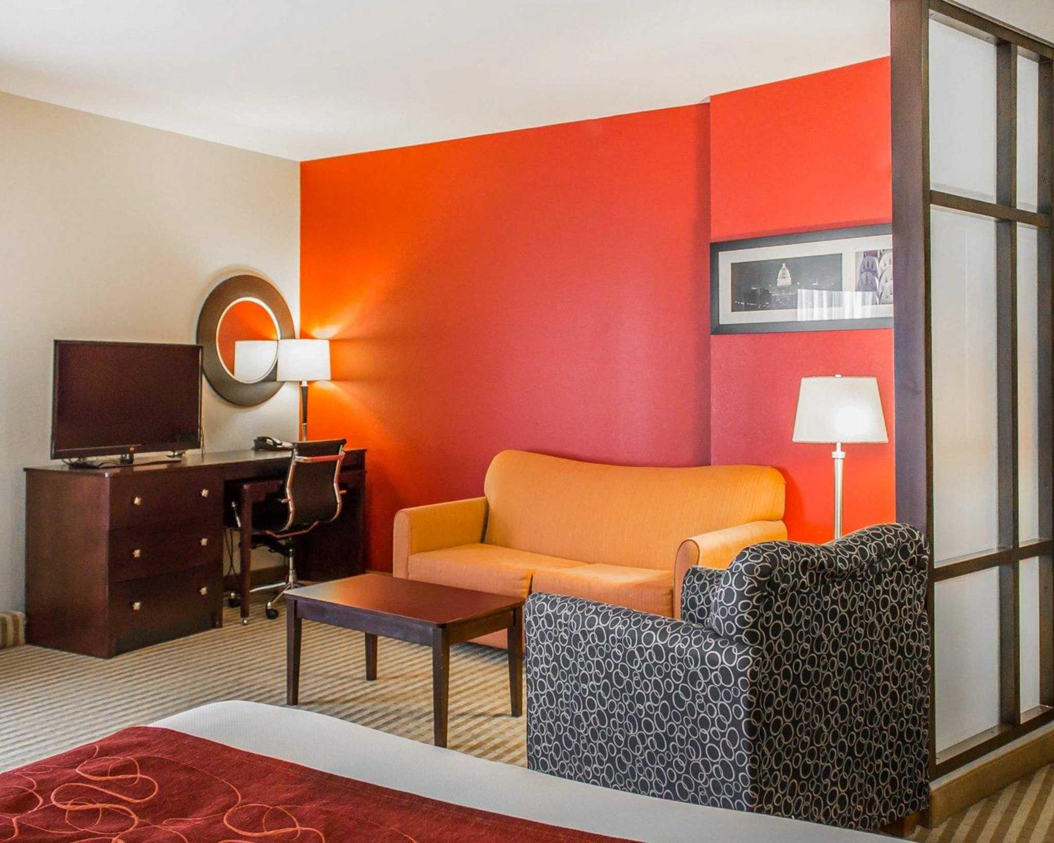 Comfort Suites East Broad at 270 image 4