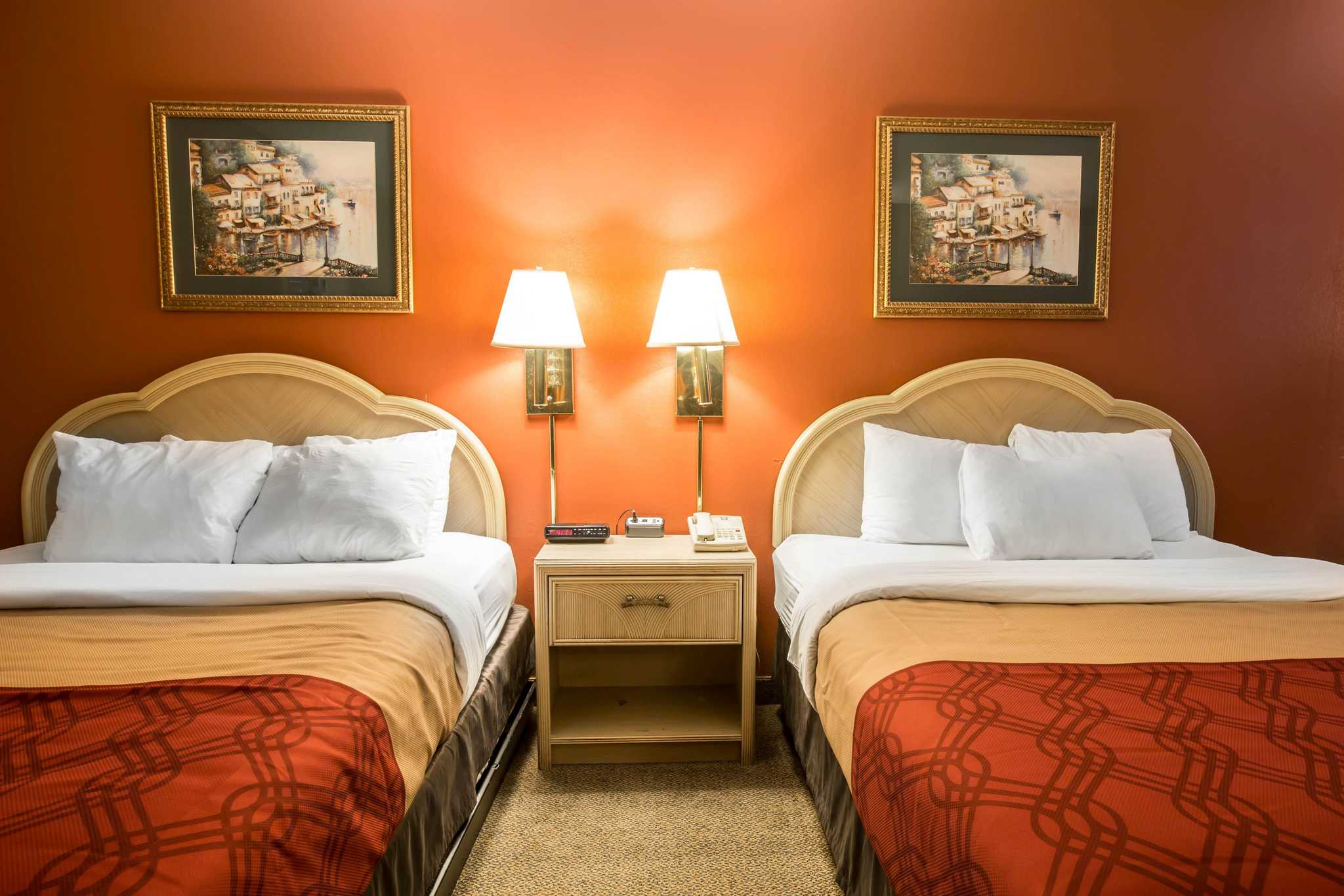 Econo Lodge image 8