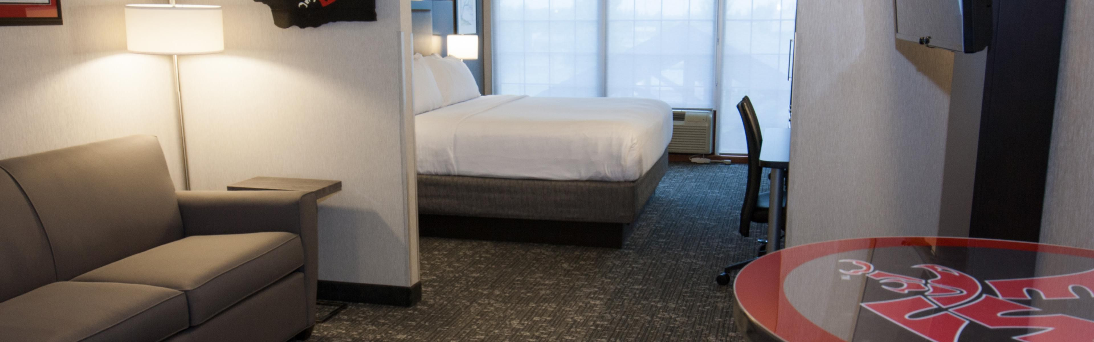 Holiday Inn Express & Suites Cheney image 1