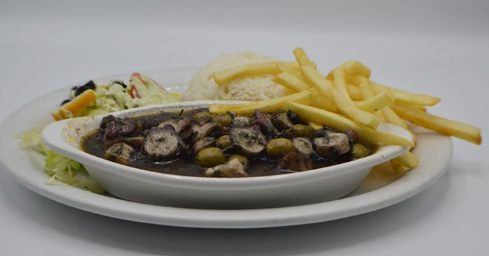 El Pelicano Restaurant & Lounge image 9