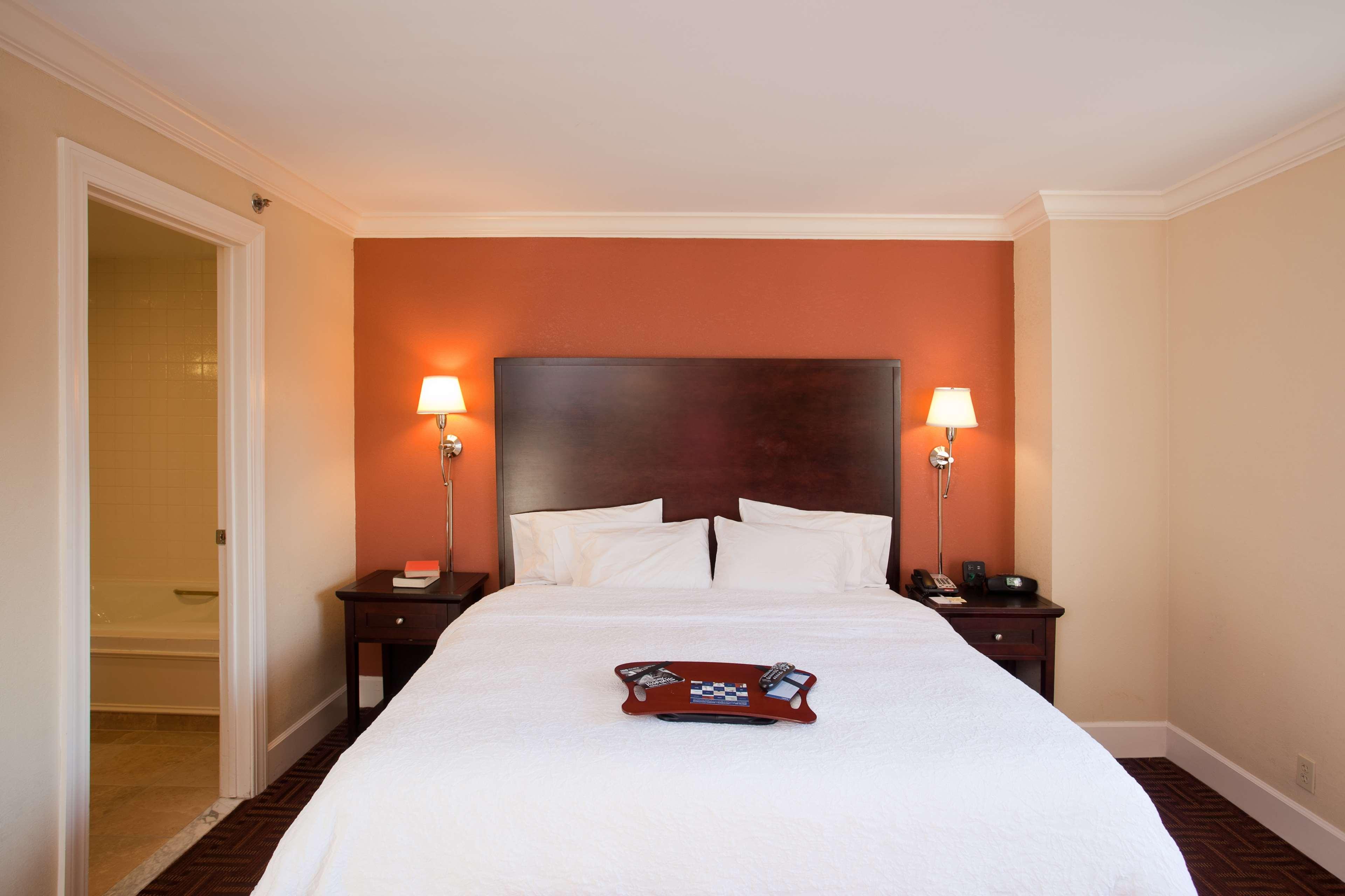 Hampton Inn & Suites Stamford image 34