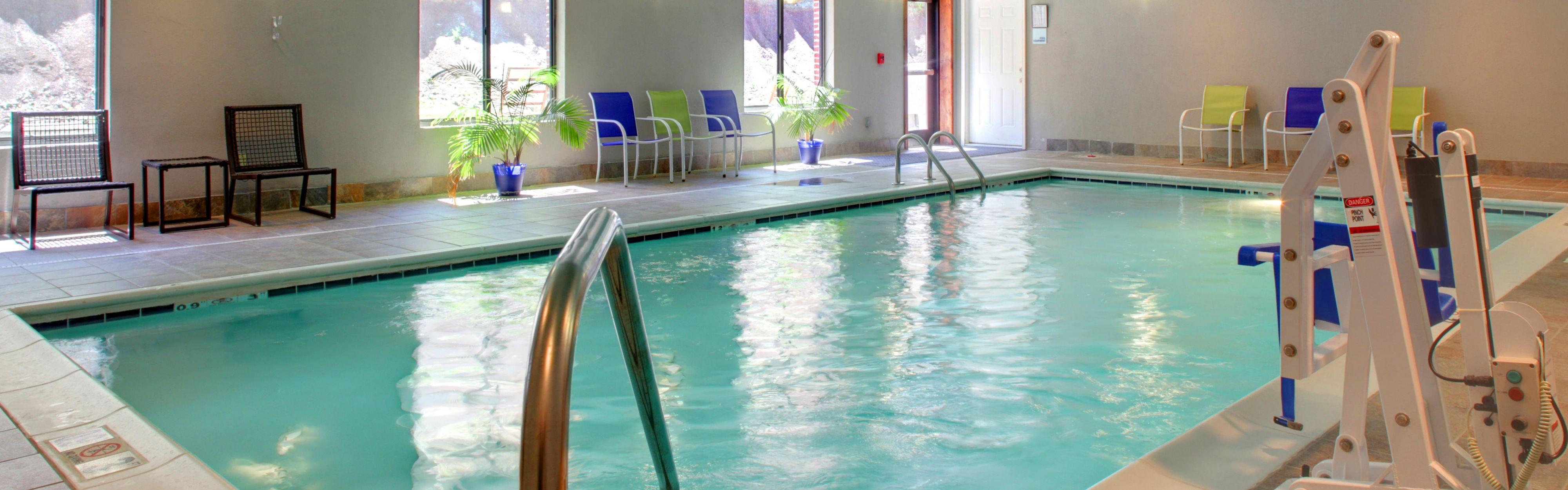 Holiday Inn Express & Suites Charleston NW - Cross Lanes image 1