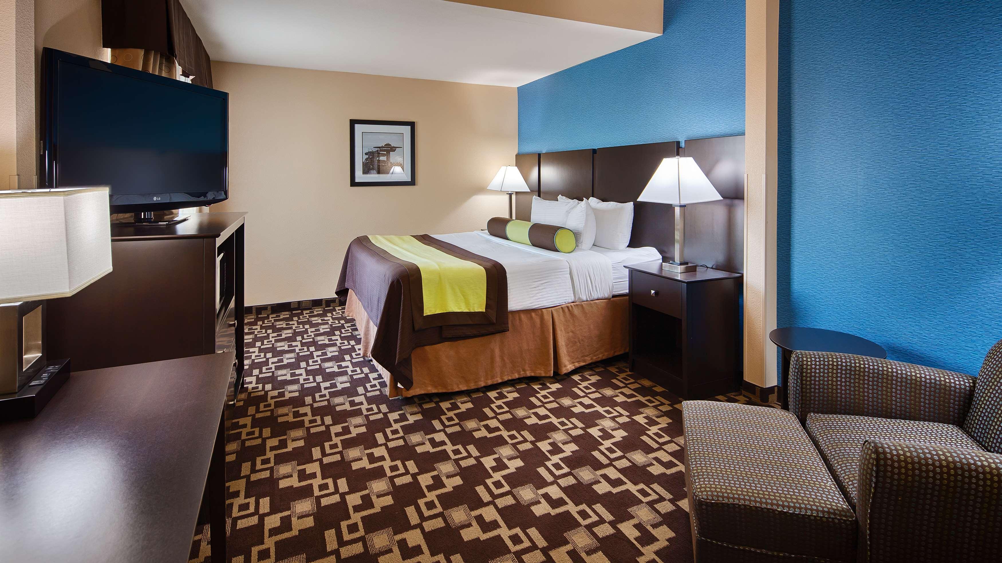 Best Western Plus Arlington North Hotel & Suites image 23