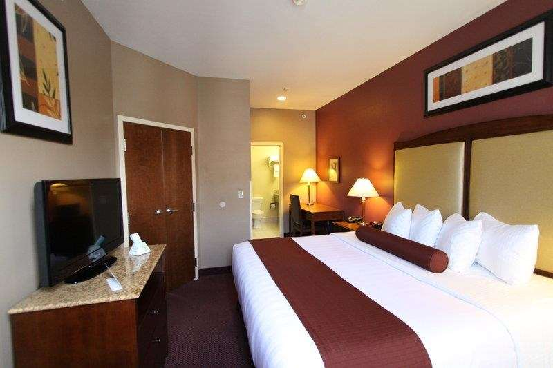 Best Western Plus Hannaford Inn & Suites image 23