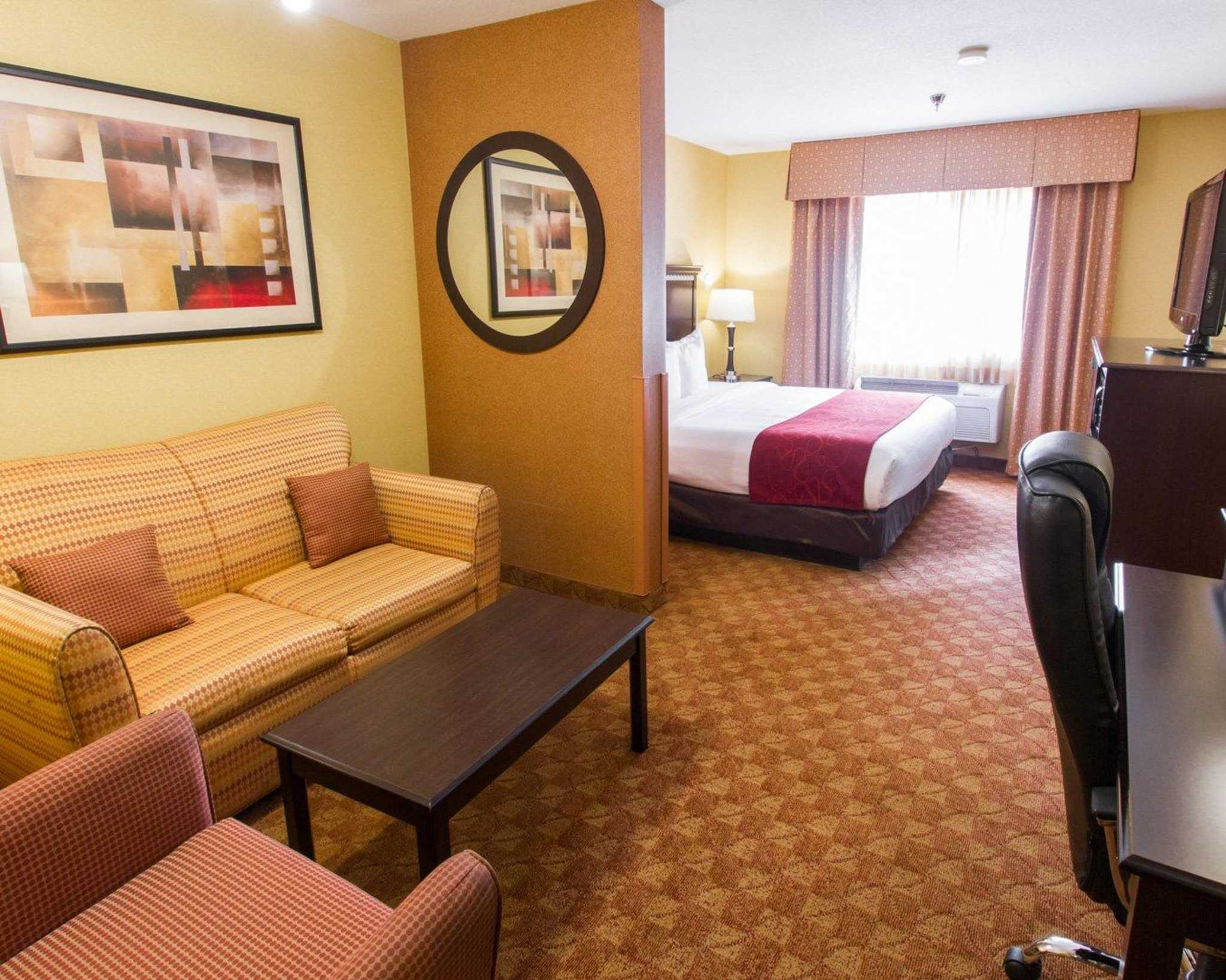 Comfort Suites Phoenix Airport image 25