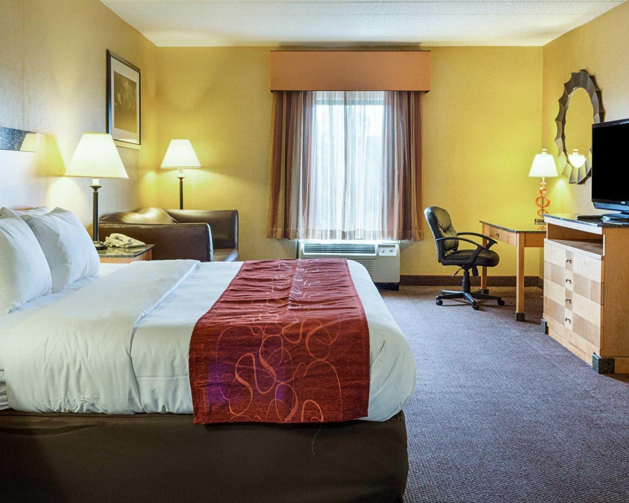 Comfort Suites Southpark image 12