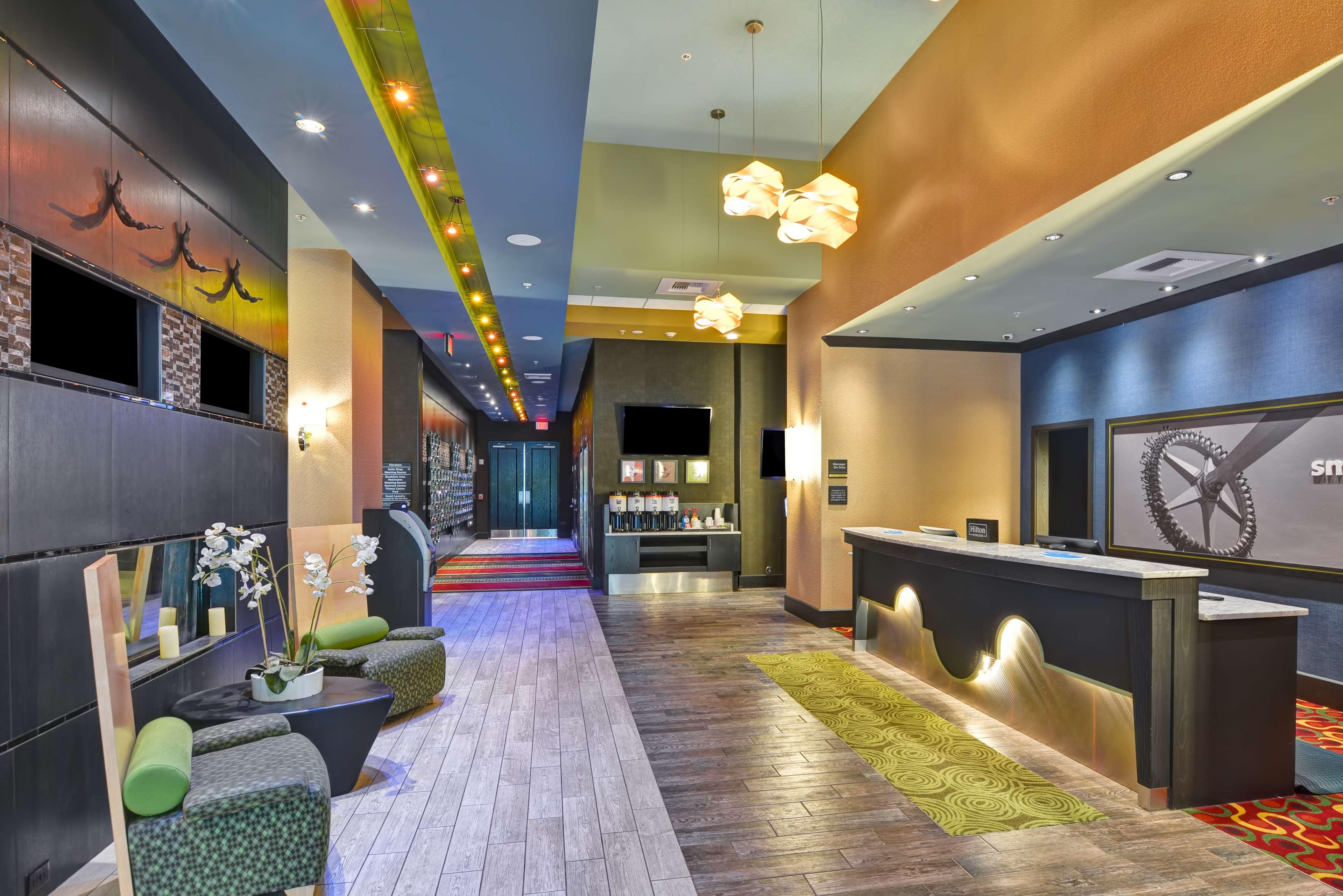 Hampton Inn & Suites Raleigh/Crabtree Valley image 5