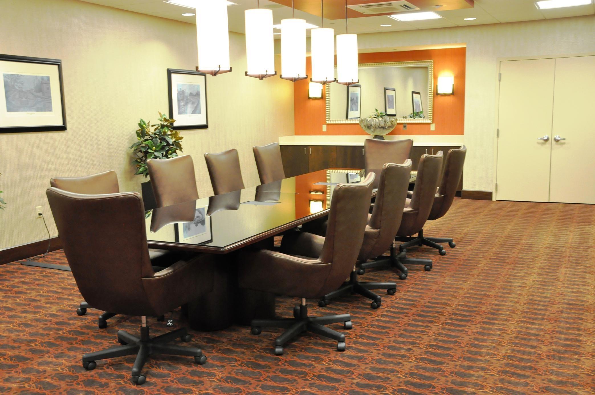 Hampton Inn & Suites Cincinnati/Uptown-University Area image 12