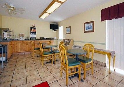 Econo Lodge East - ad image