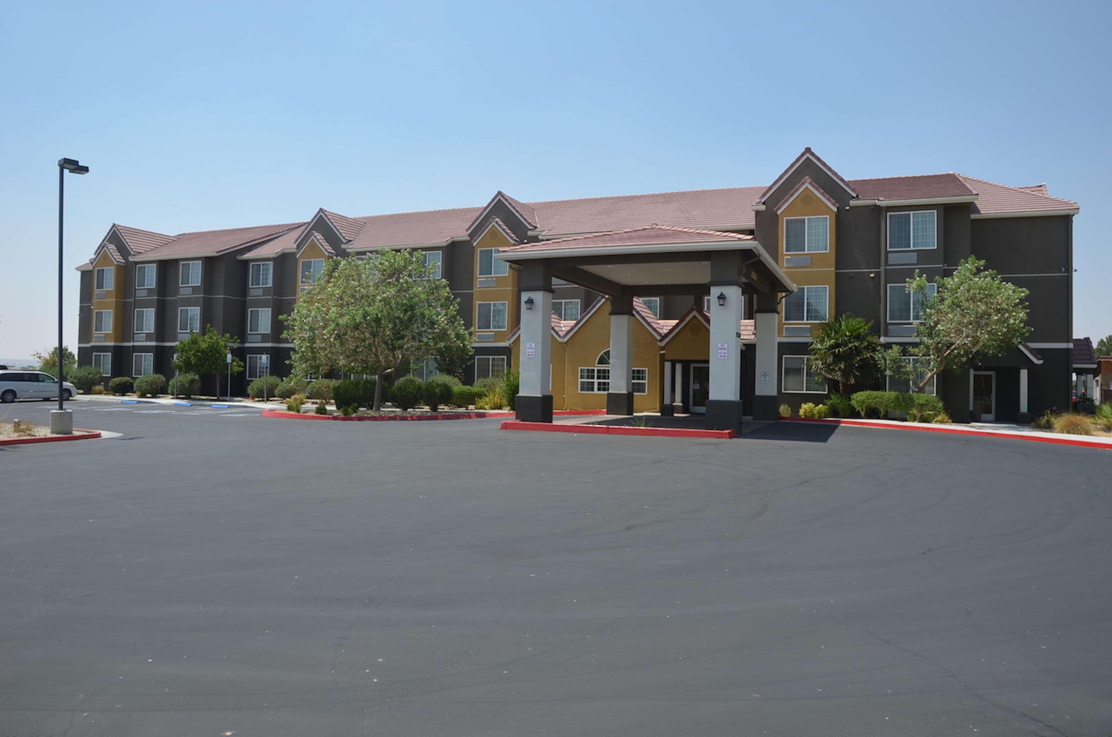 Best Western California City Inn & Suites image 0