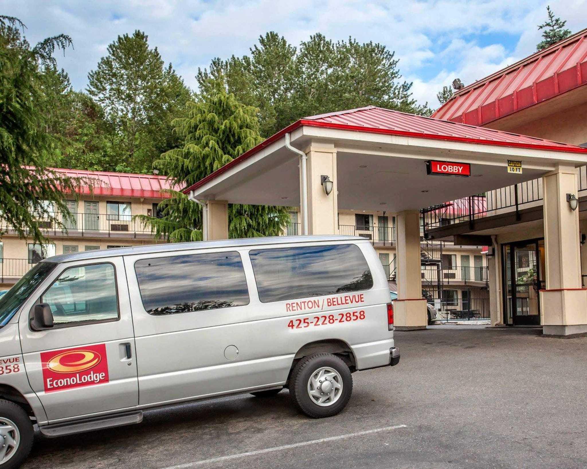 Econo Lodge Renton-Bellevue image 4