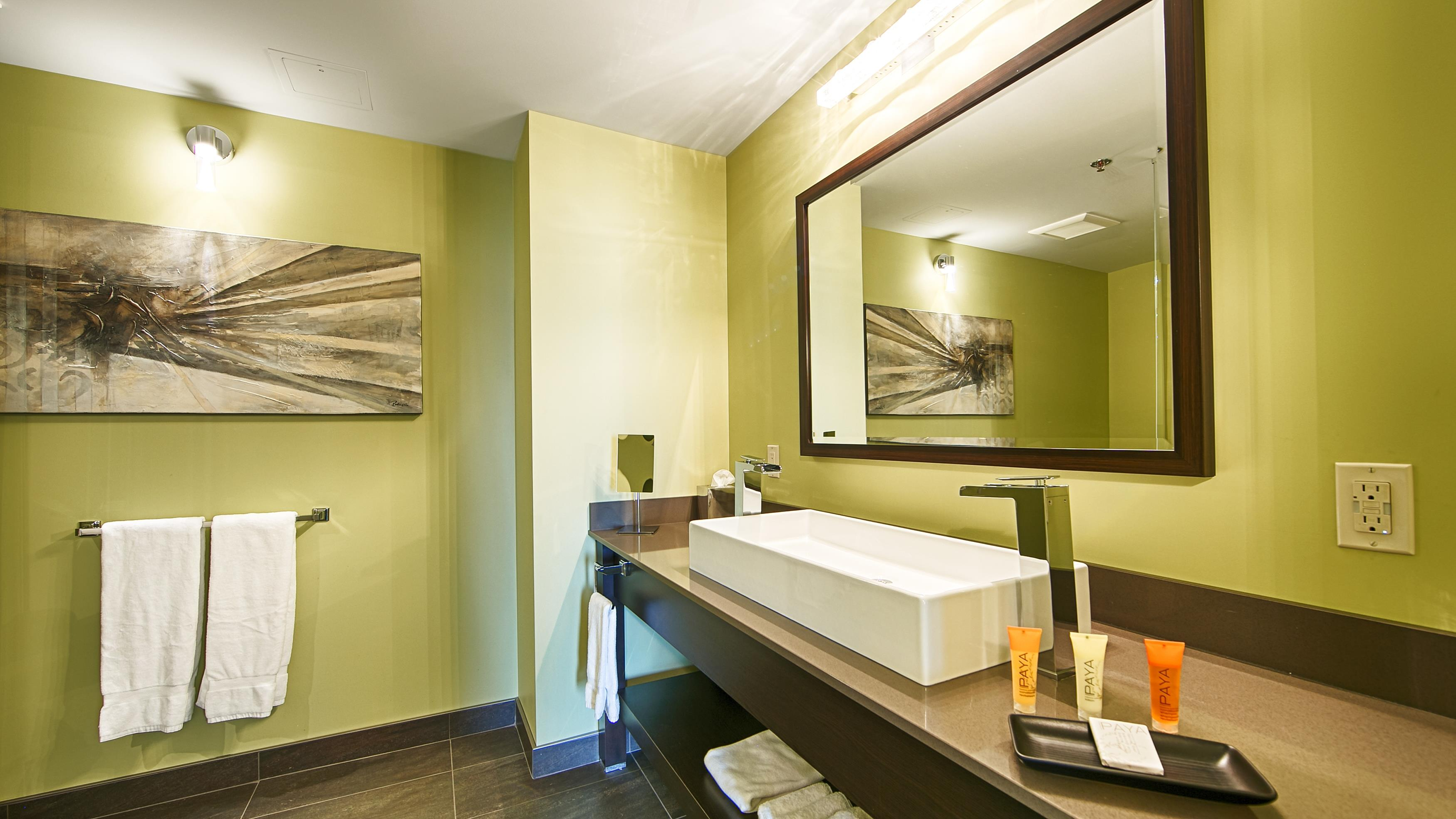 Best Western Plus Hotel Levesque à Riviere-du-Loup: Signature King Suite Bathroom