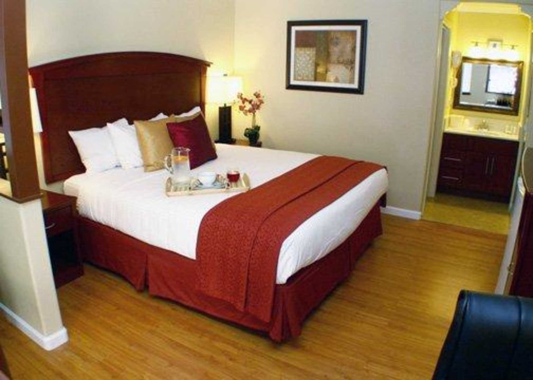 Quality Inn & Suites Santa Cruz Mountains image 7