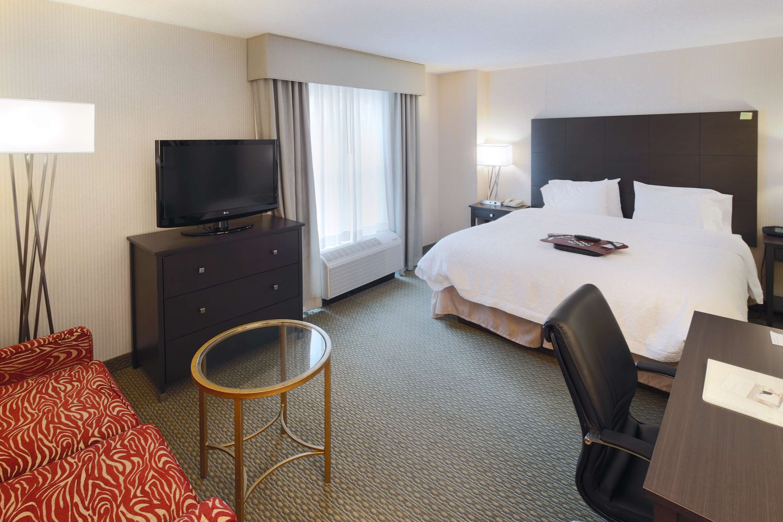 Hampton Inn & Suites Reagan National Airport image 12