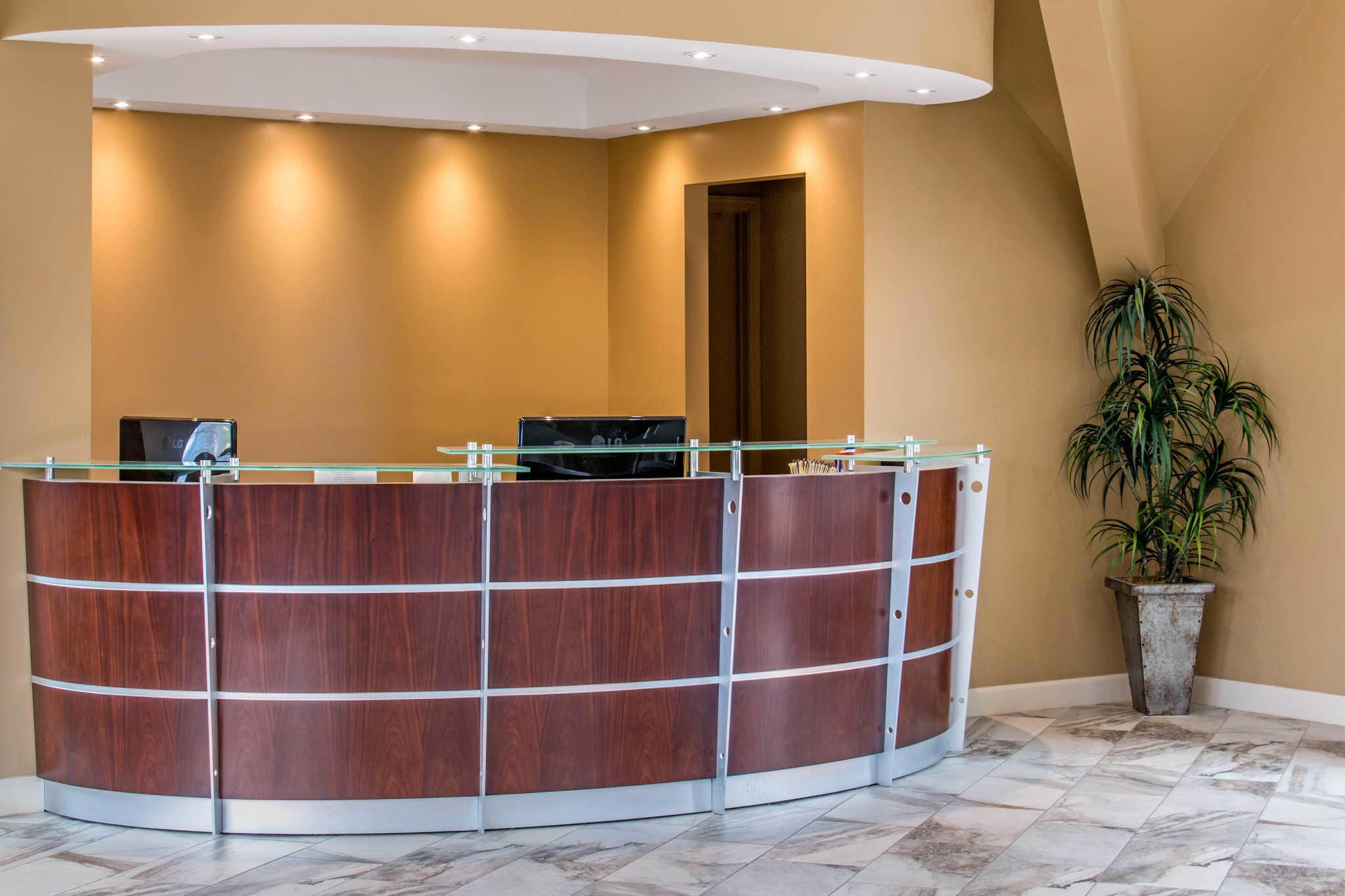 Econo Lodge Inn & Suites image 6