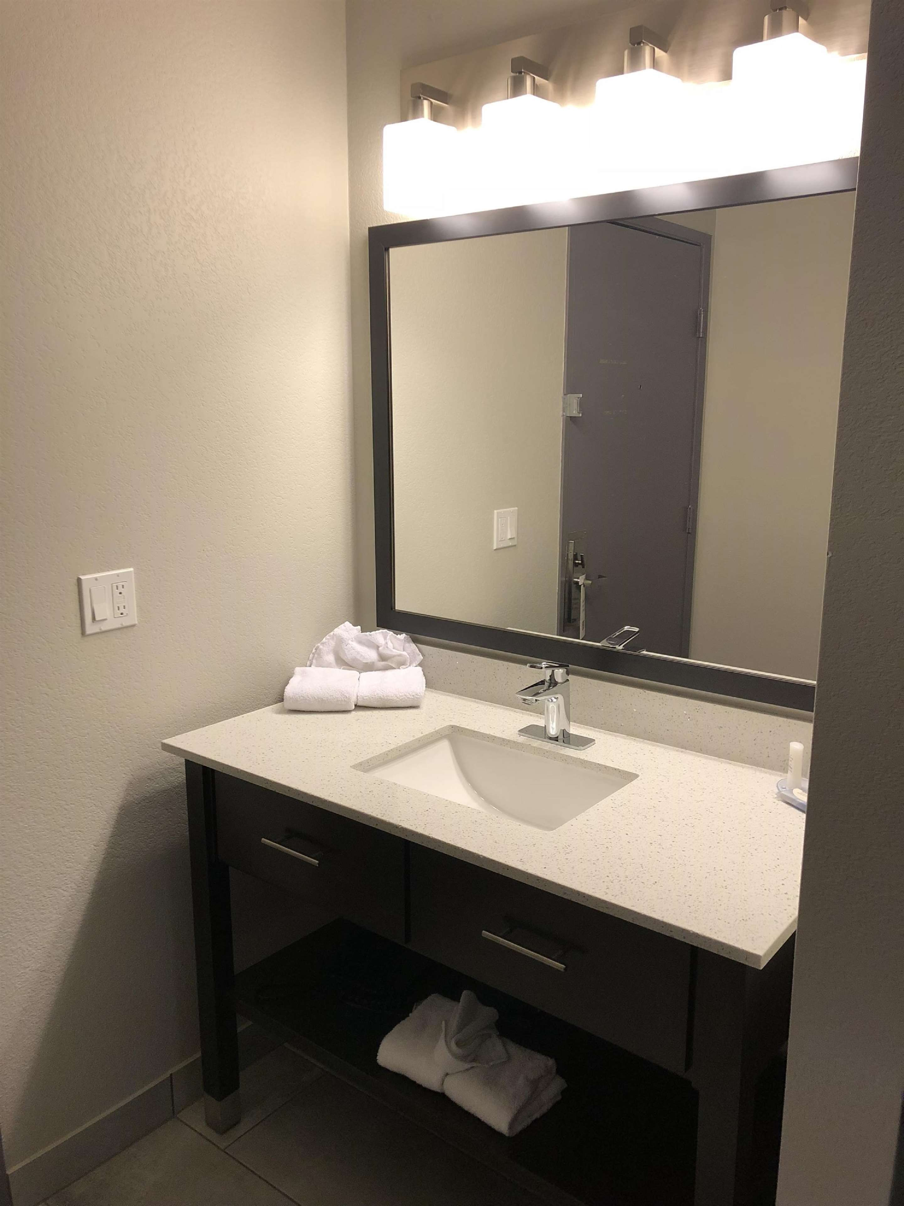 SureStay Plus Hotel by Best Western Moses Lake image 15