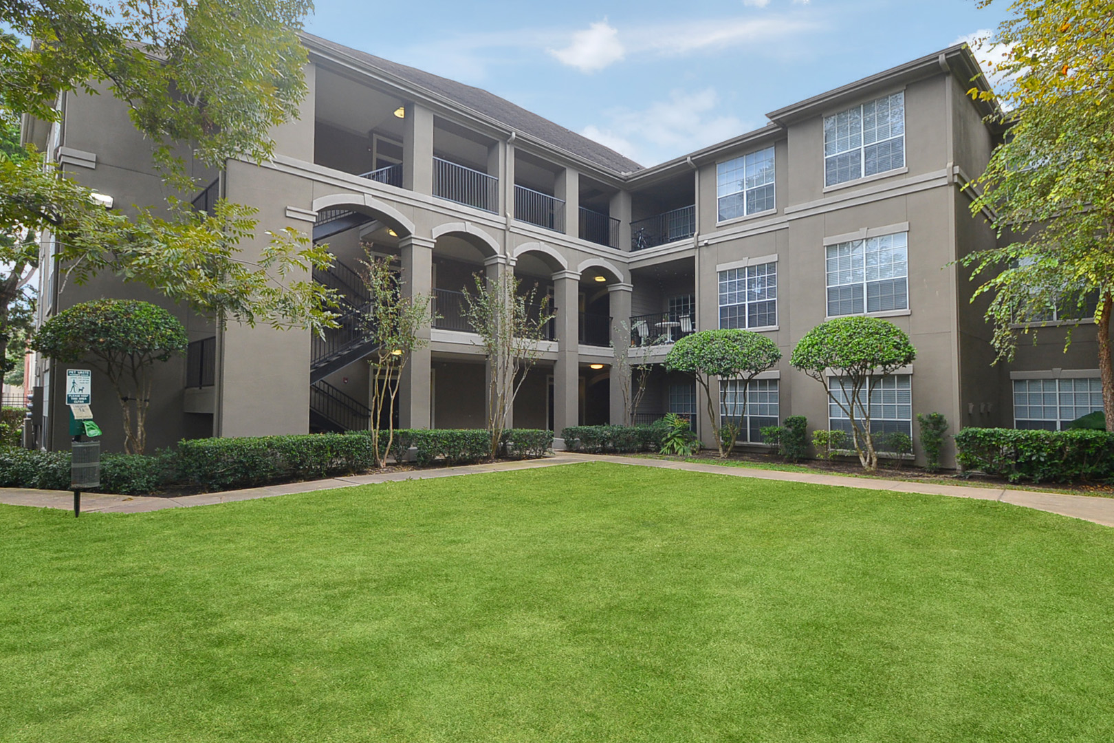 Midtown Arbor Place Apartments in Houston, TX image 2