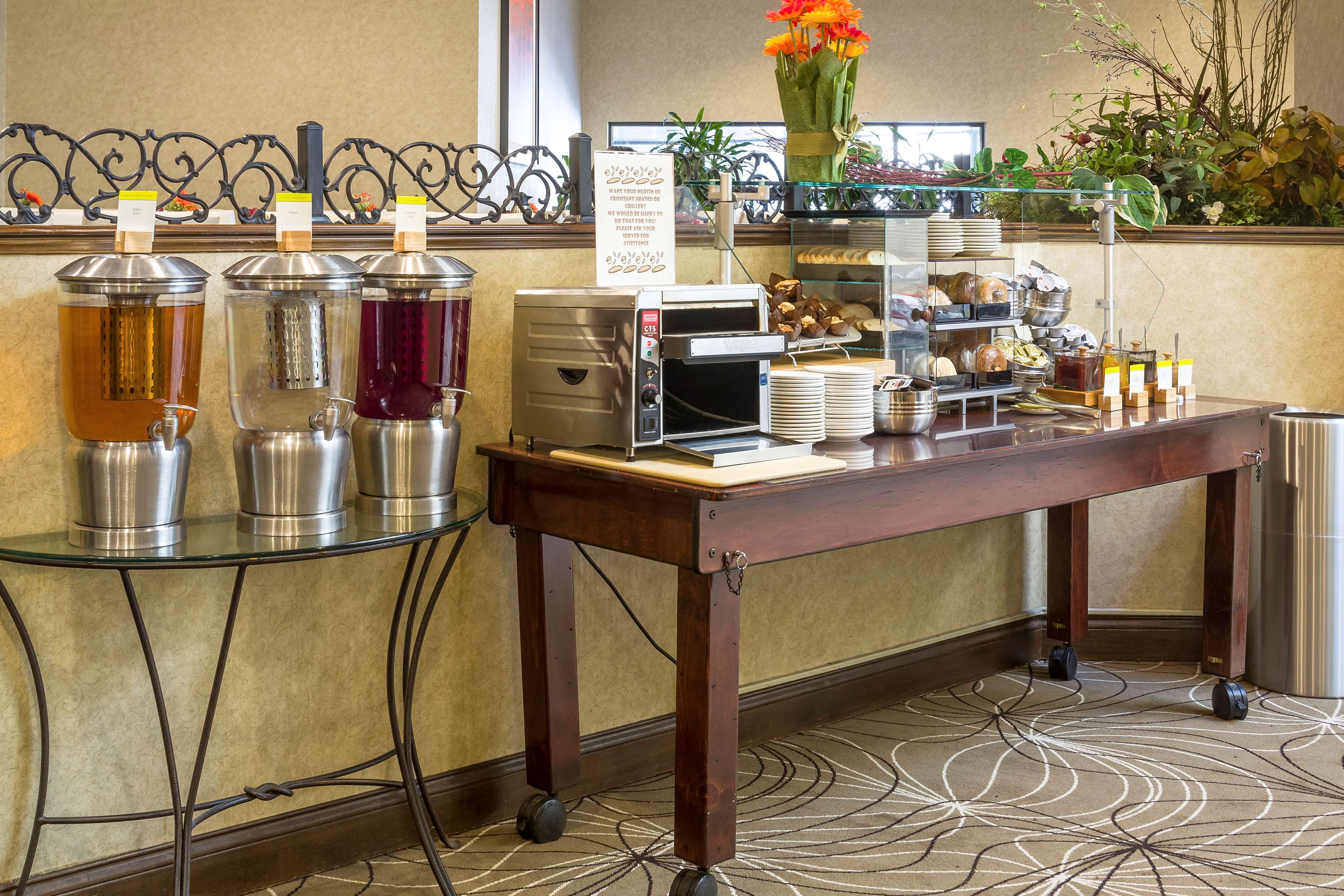 DoubleTree by Hilton Hotel Boston - Milford image 6