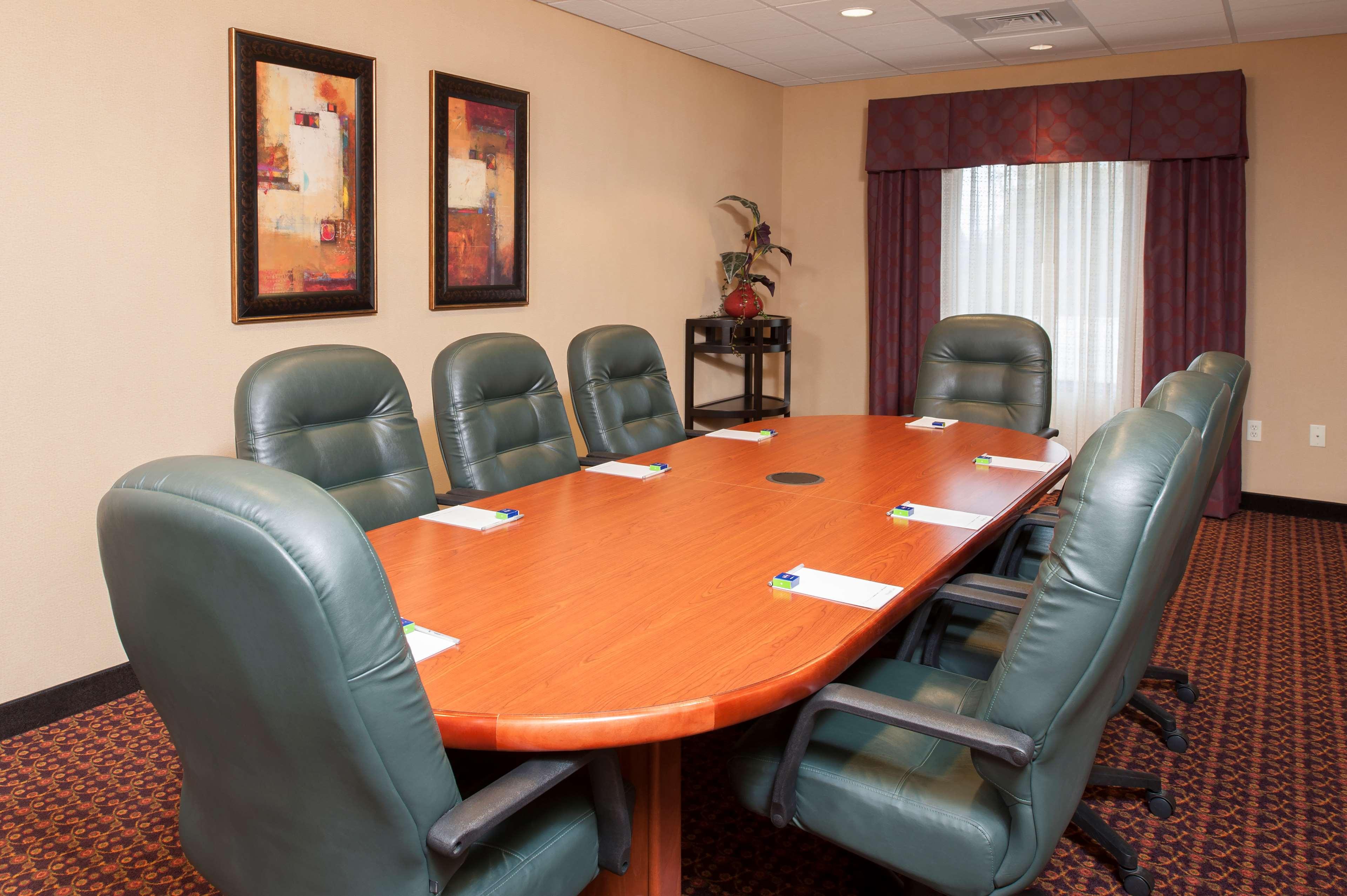 Hampton Inn & Suites Grand Rapids-Airport 28th St image 11