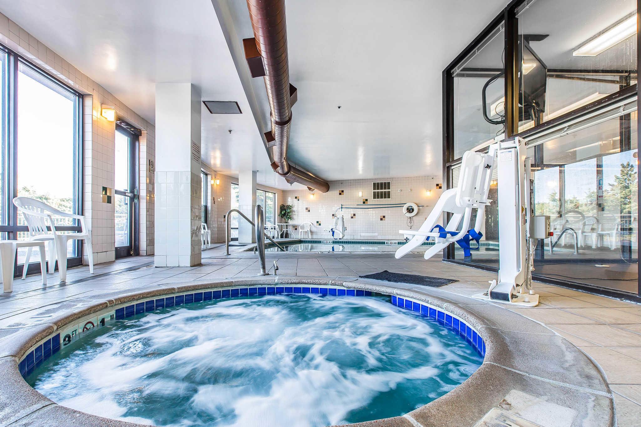 Comfort Suites Summit County image 21