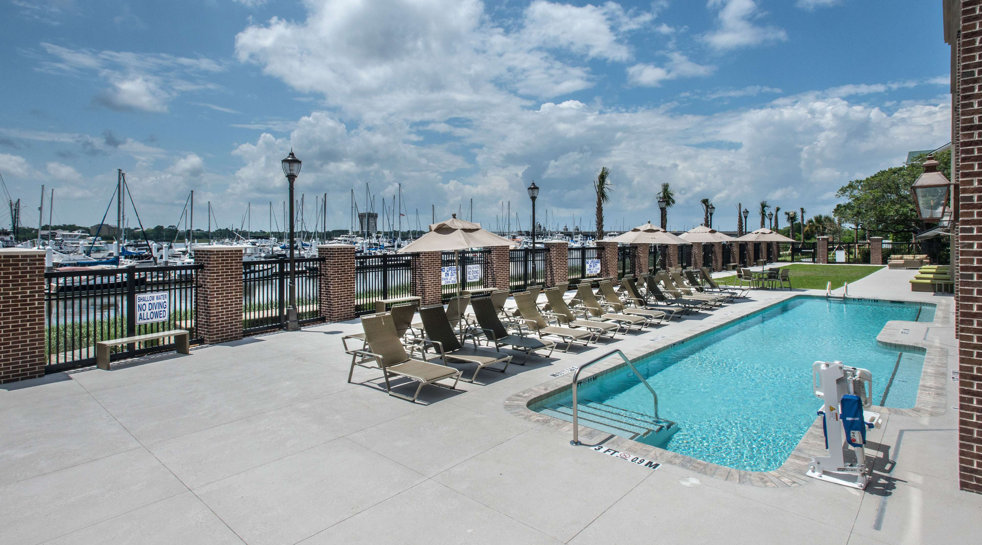Hilton Garden Inn Charleston Waterfront/Downtown image 7