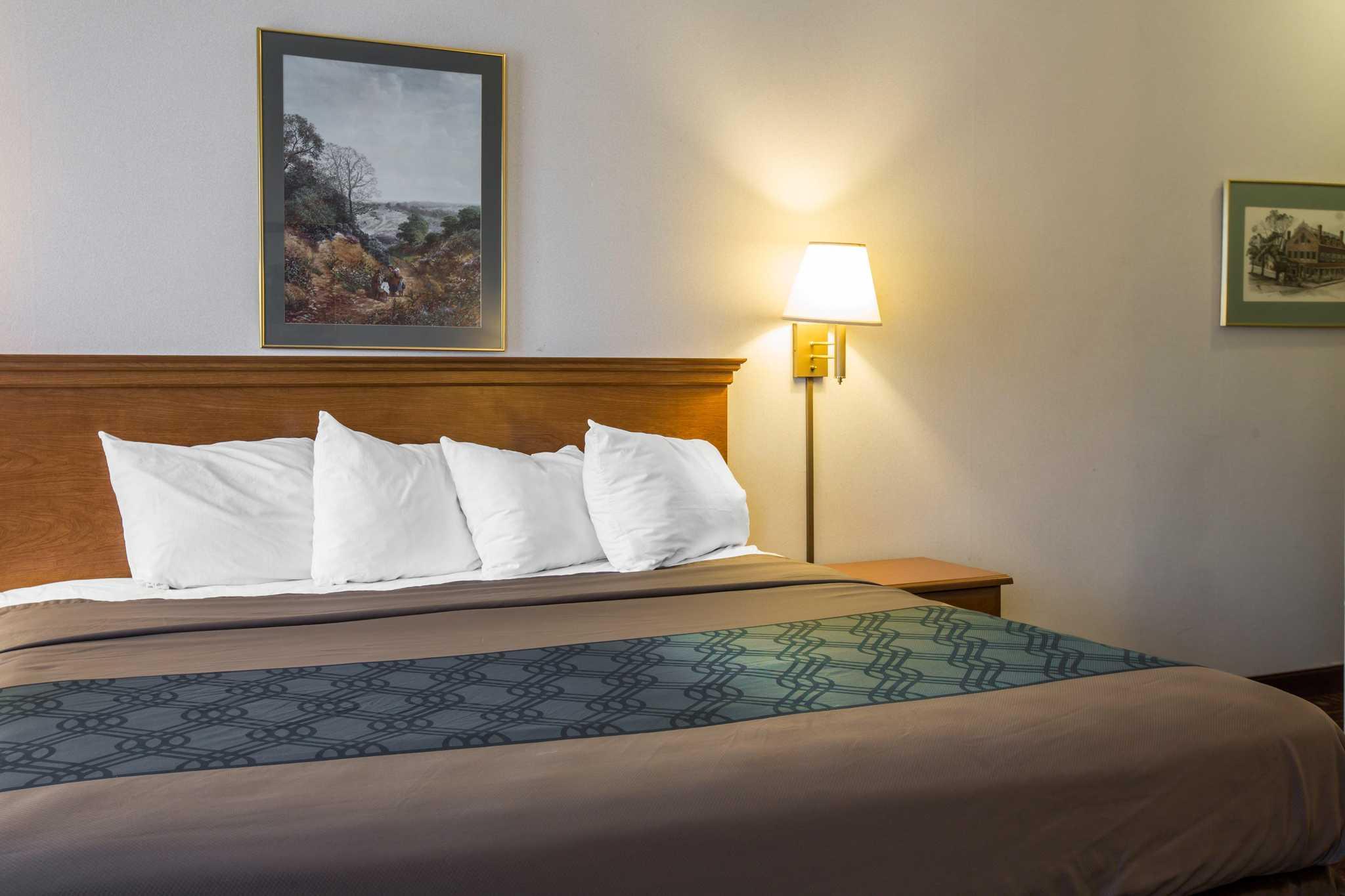 Econo Lodge image 10
