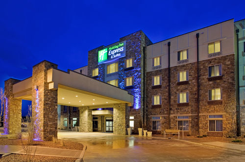 Holiday Inn Express & Suites Gallup East image 3