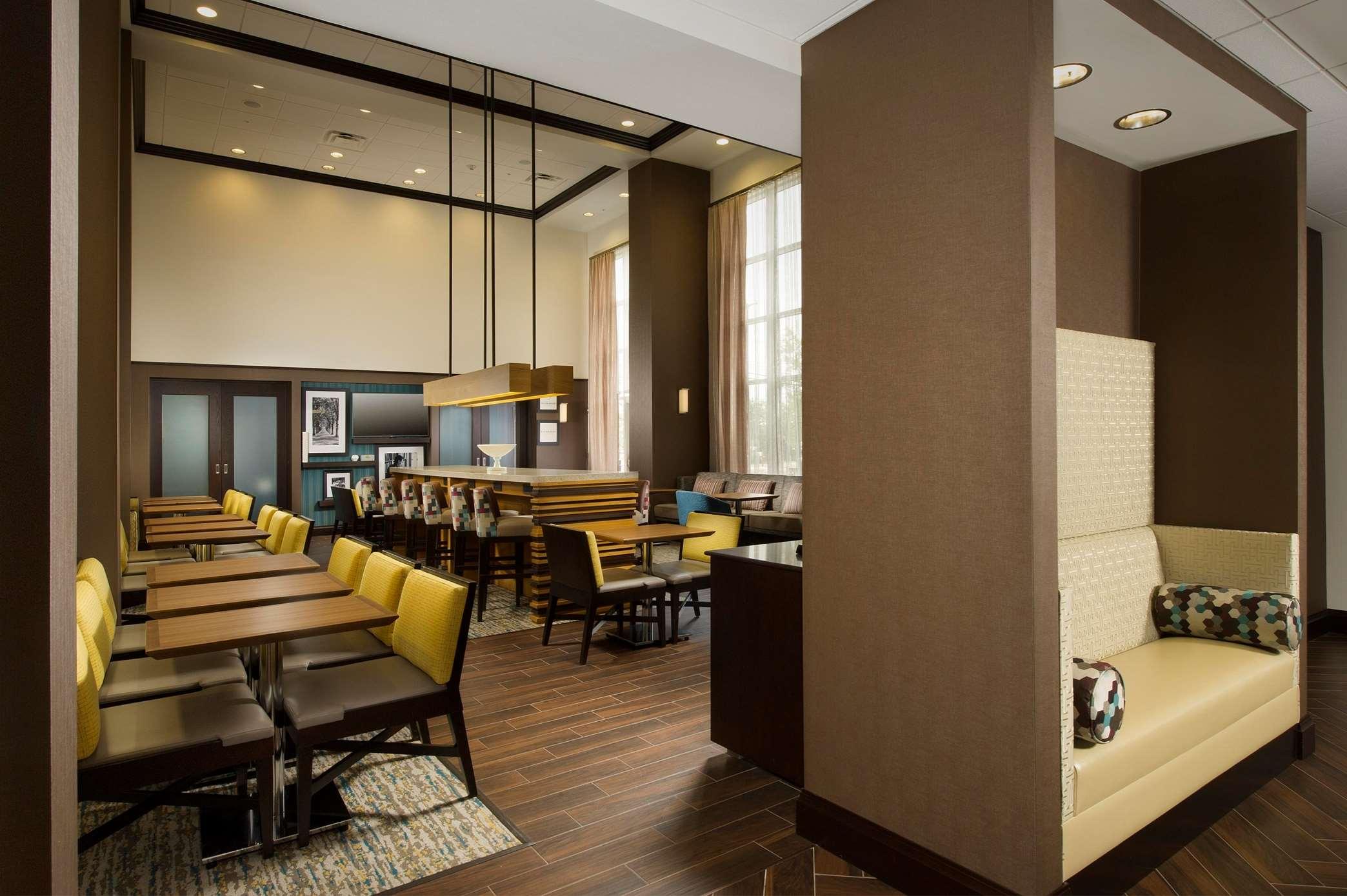 Hampton Inn & Suites Syracuse/Carrier Circle image 2