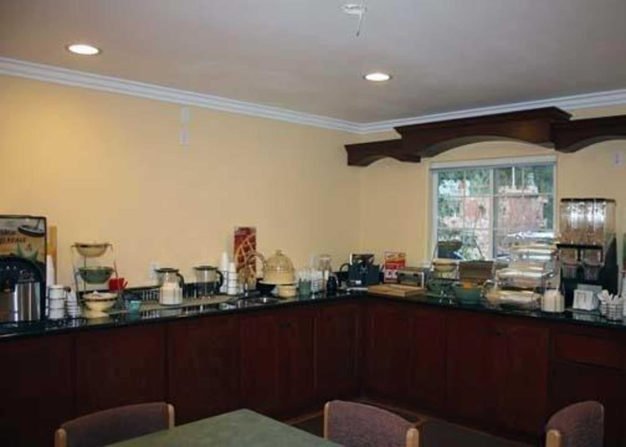 Quality Inn & Suites Santa Cruz Mountains image 6