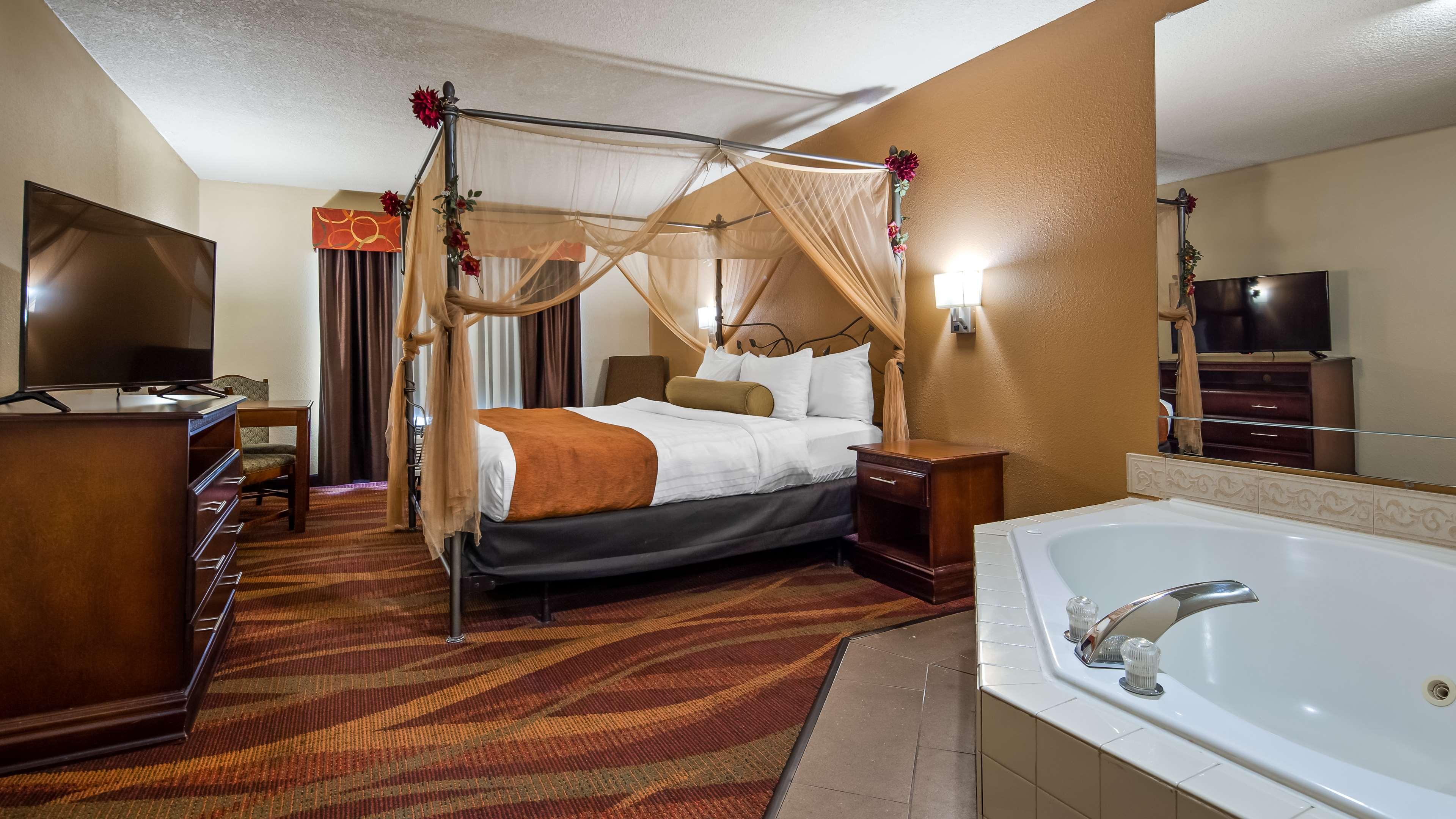 Best Western Plus Fort Wayne Inn & Suites North image 6