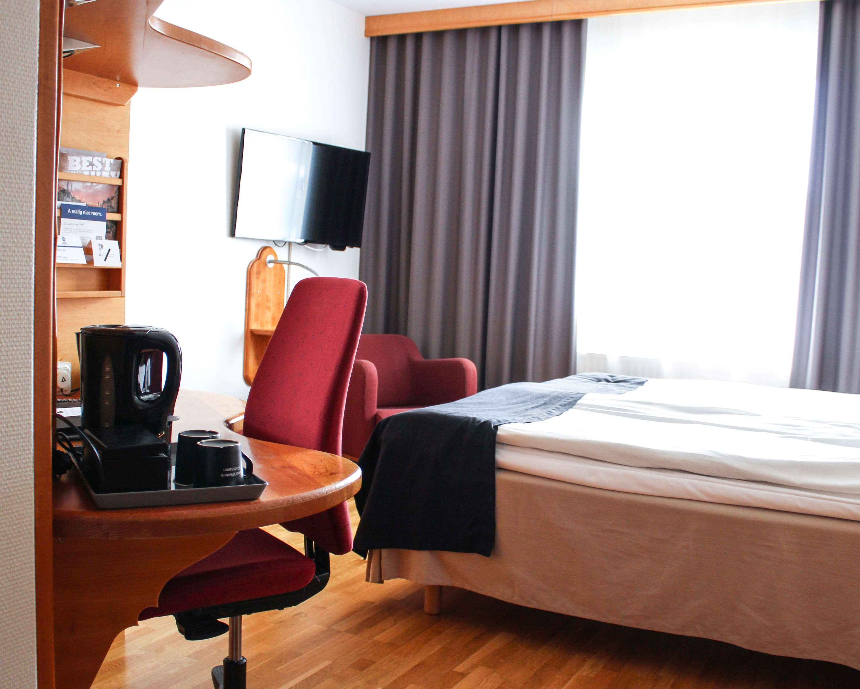 King Room Desk/Bed