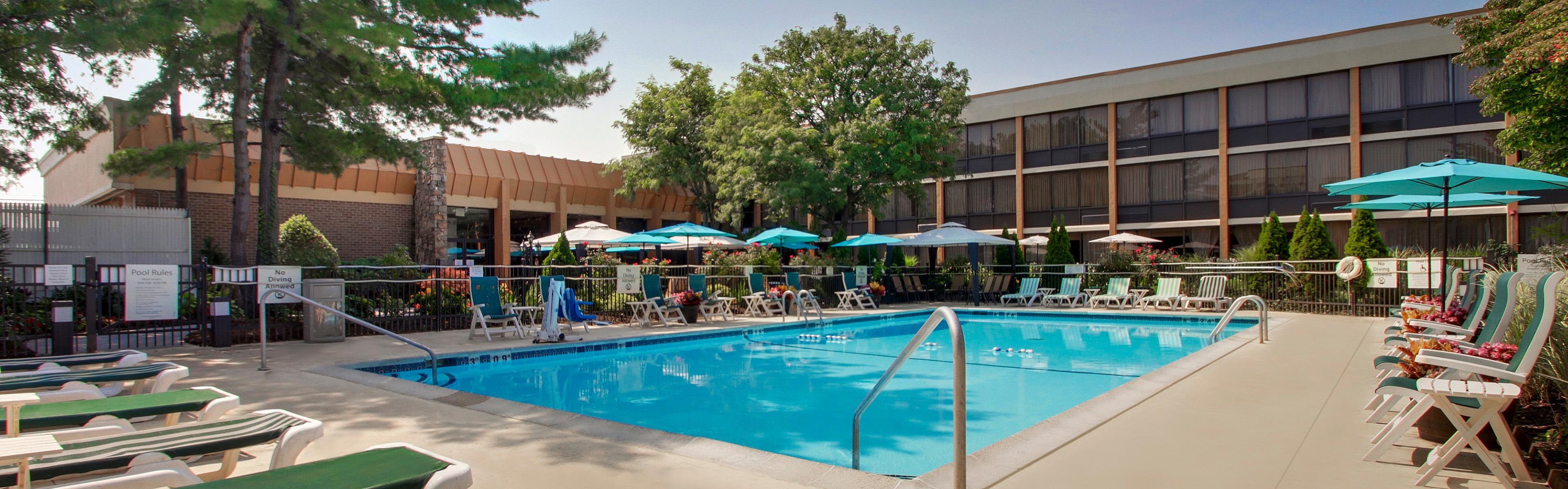 Holiday Inn Westbury-Long Island image 2