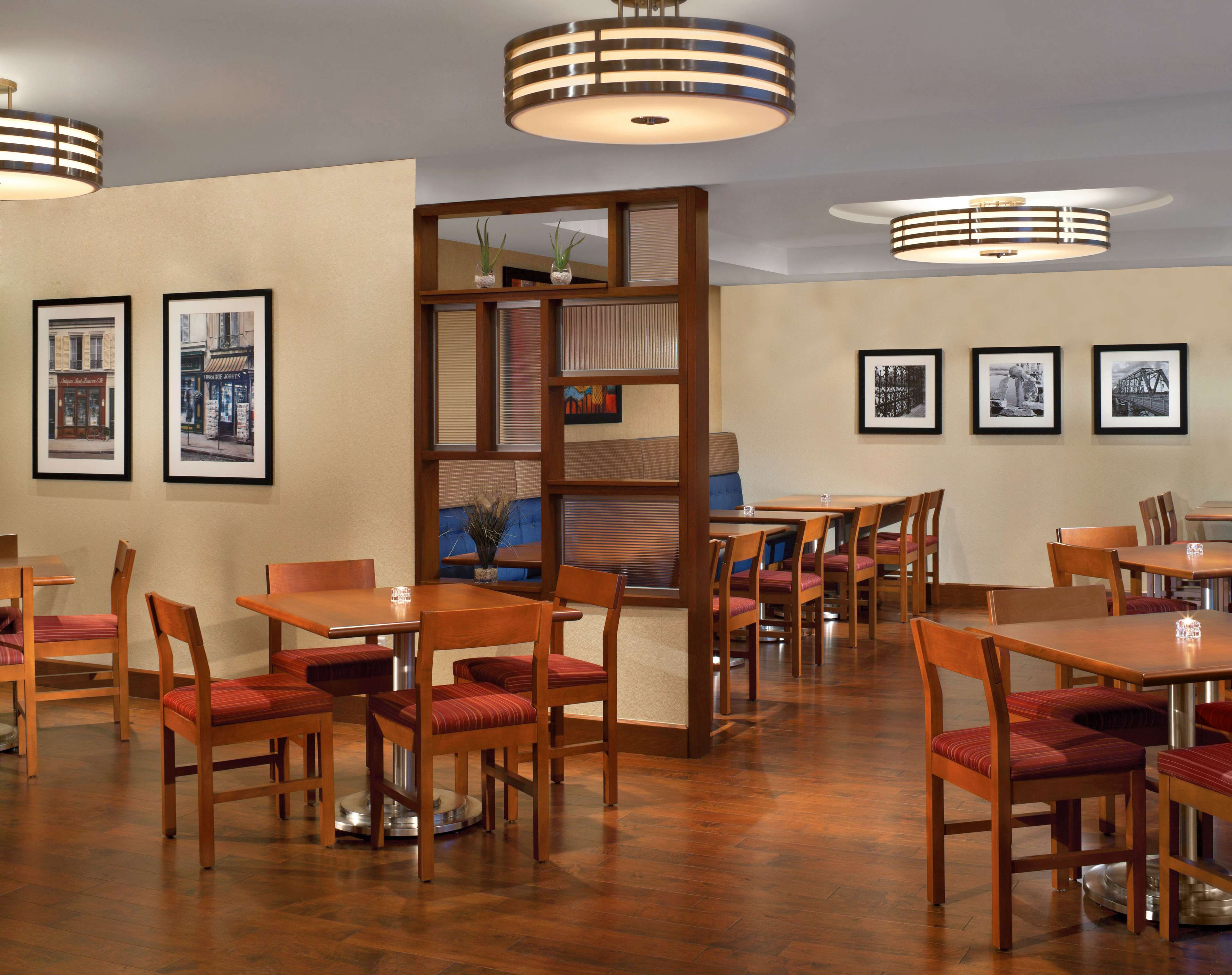Four Points by Sheraton Hotel & Conference Centre Gatineau-Ottawa à Gatineau: Restaurant Dining Area