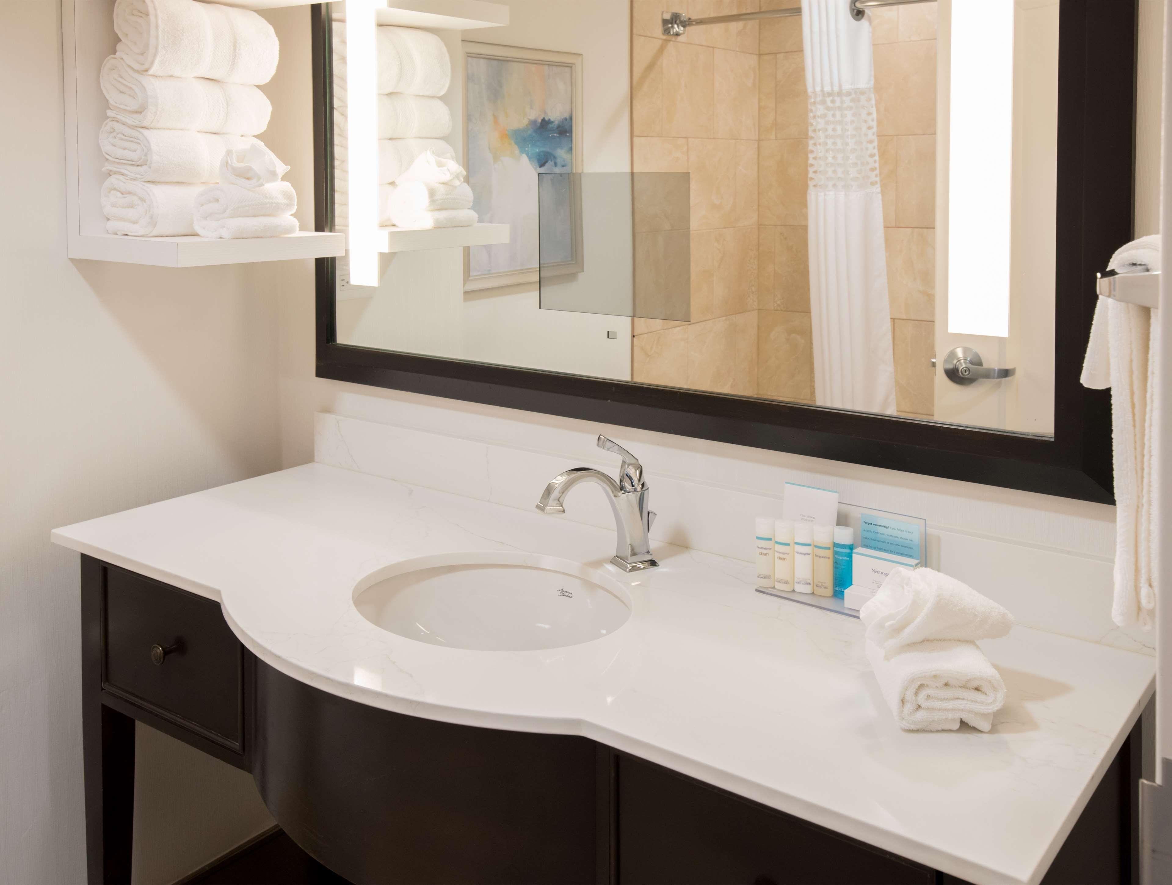 Hampton Inn & Suites Charlotte/South Park at Phillips Place image 38