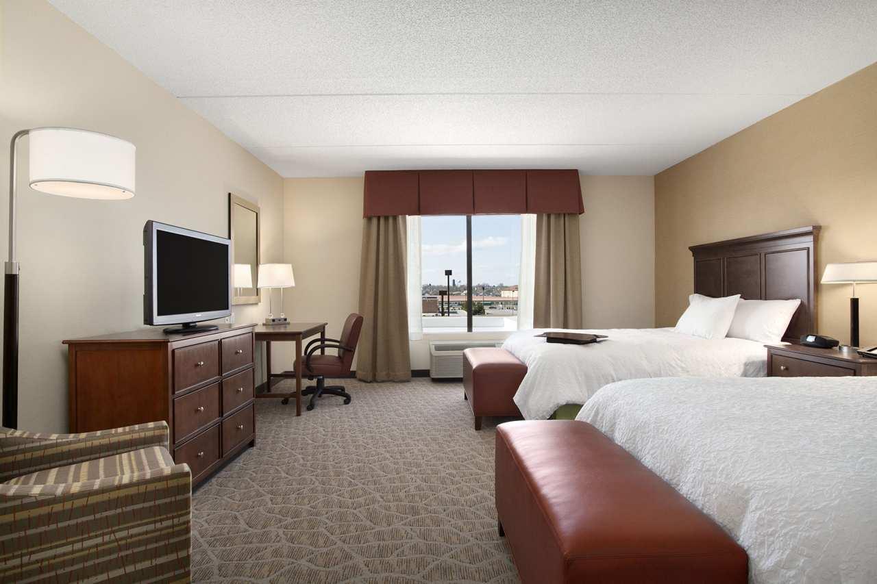 Hampton Inn & Suites Charles Town image 9