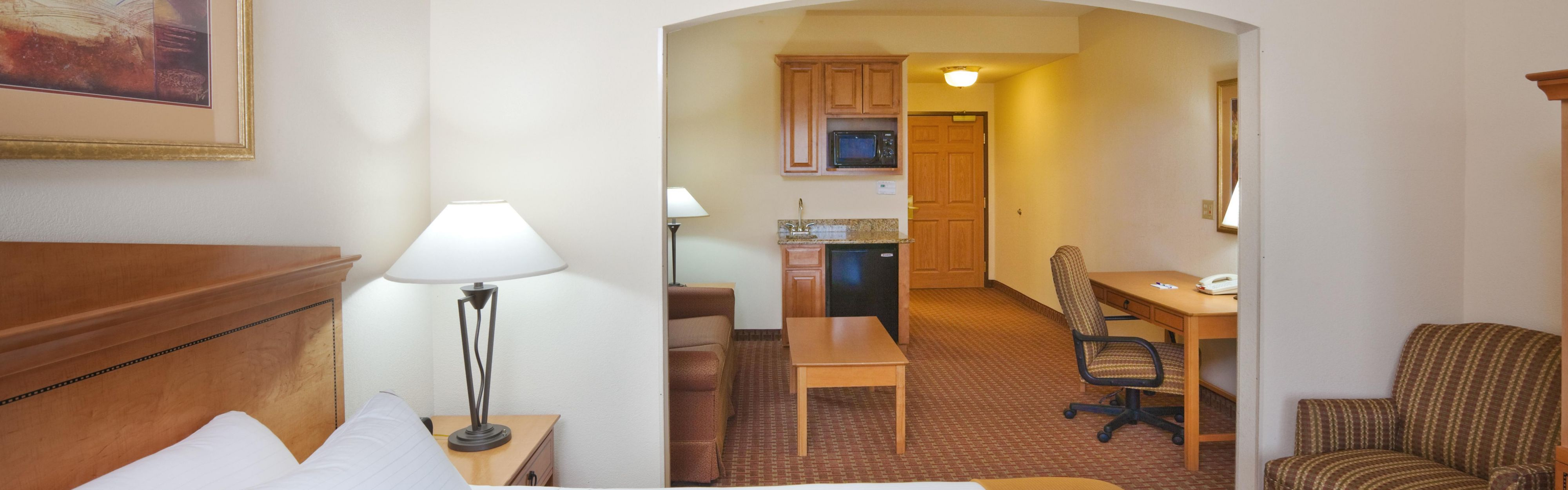 Holiday Inn Express & Suites Jenks image 1